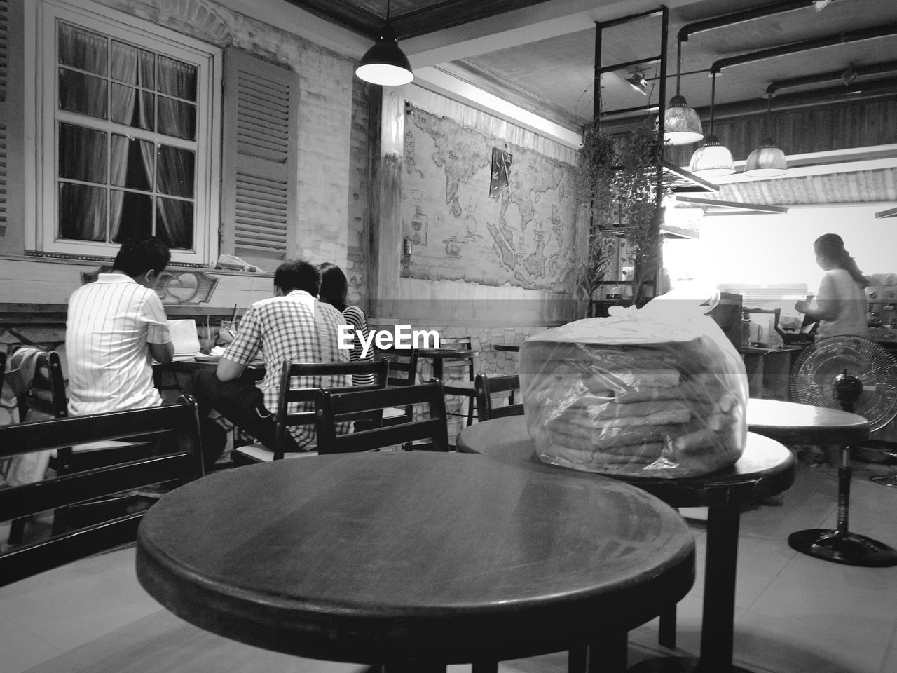 real people, men, table, lifestyles, rear view, sitting, indoors, women, group of people, adult, people, seat, business, leisure activity, restaurant, casual clothing, furniture, architecture, day