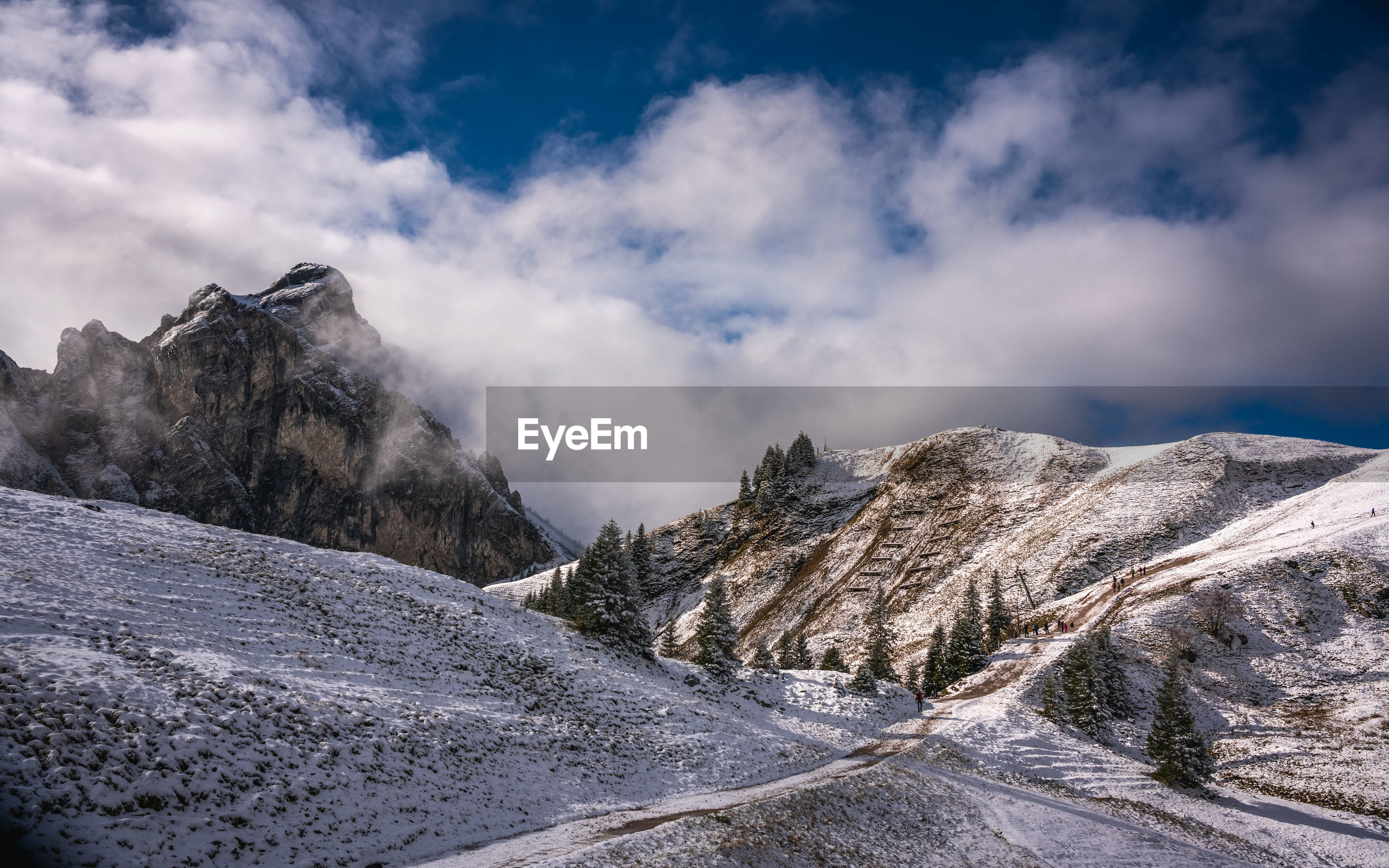 SNOWCAPPED MOUNTAIN AGAINST SKY