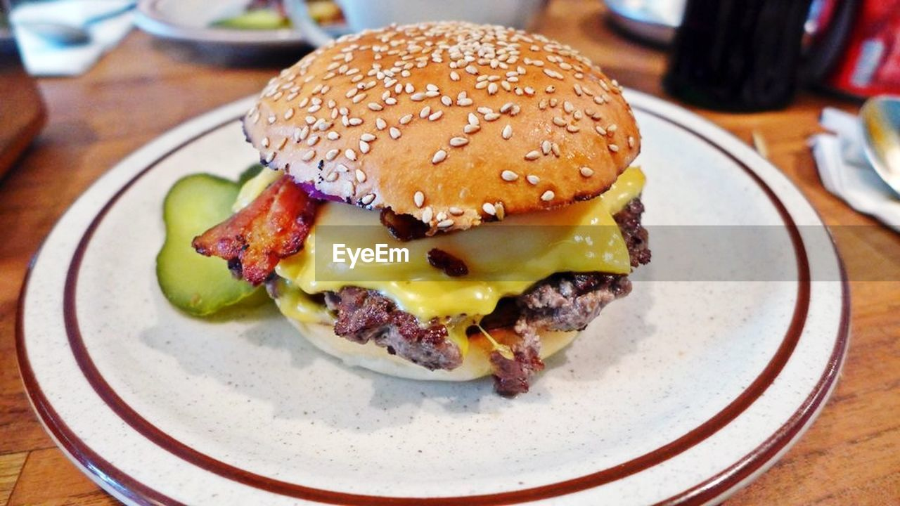 hamburger, burger, food and drink, food, unhealthy eating, indoors, close-up, serving size, plate, meat, ready-to-eat, table, no people, bun, freshness, sesame, slice, lettuce, fast food, day