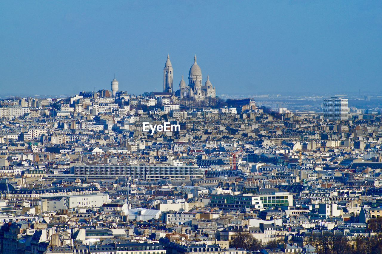 Expansive view of paris with the basilica de sacre couer in the background.
