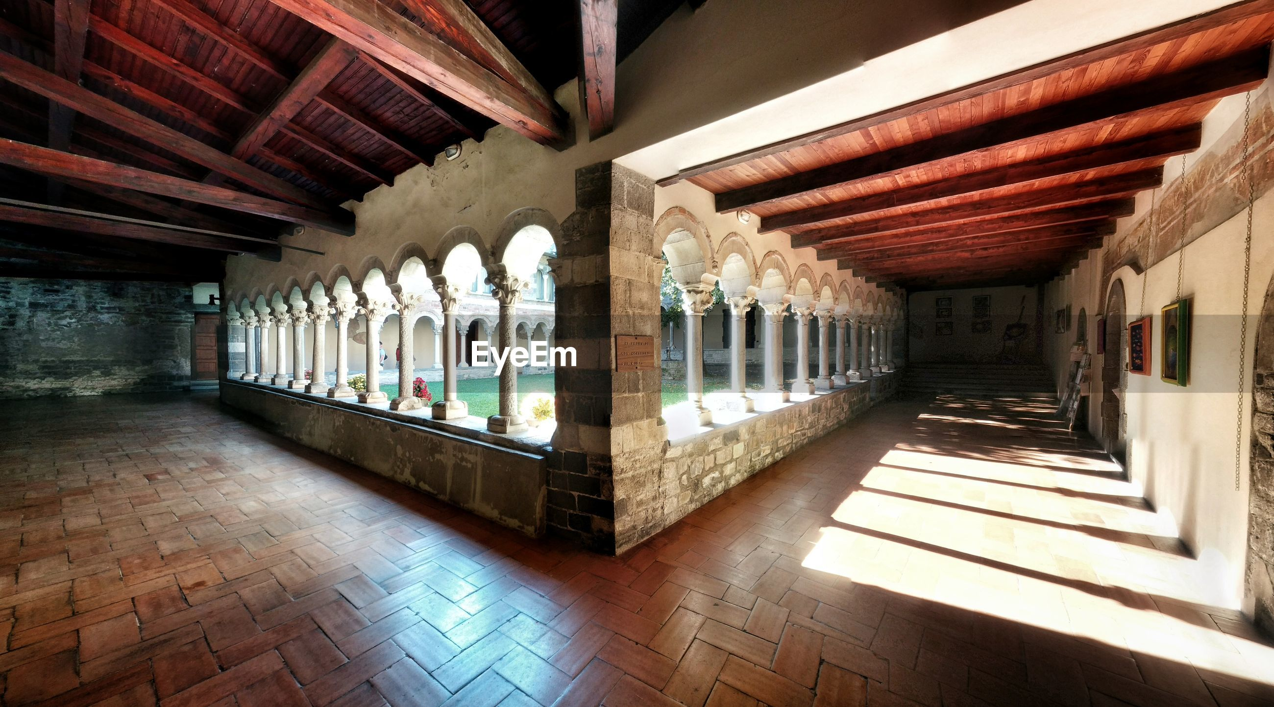 architectural column, architecture, sunlight, built structure, colonnade, indoors, arch, no people, the way forward, day