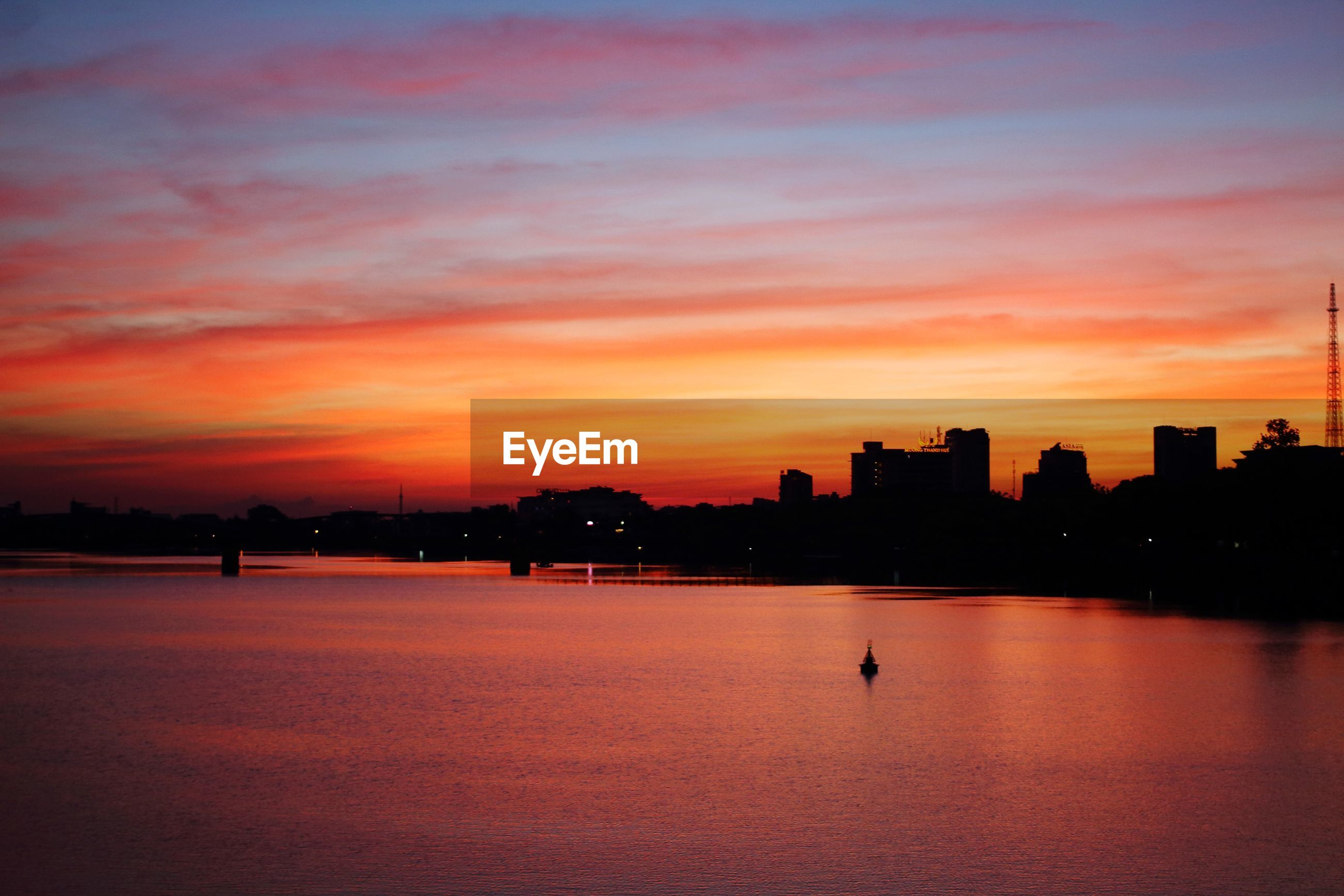SCENIC VIEW OF SILHOUETTE BUILDINGS DURING SUNSET