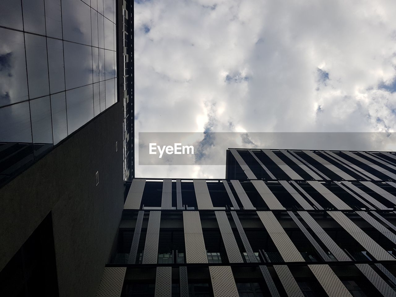architecture, built structure, cloud - sky, building exterior, sky, building, city, low angle view, nature, no people, office, glass - material, window, day, modern, outdoors, office building exterior, reflection, pattern, sunlight, skyscraper, directly below, apartment