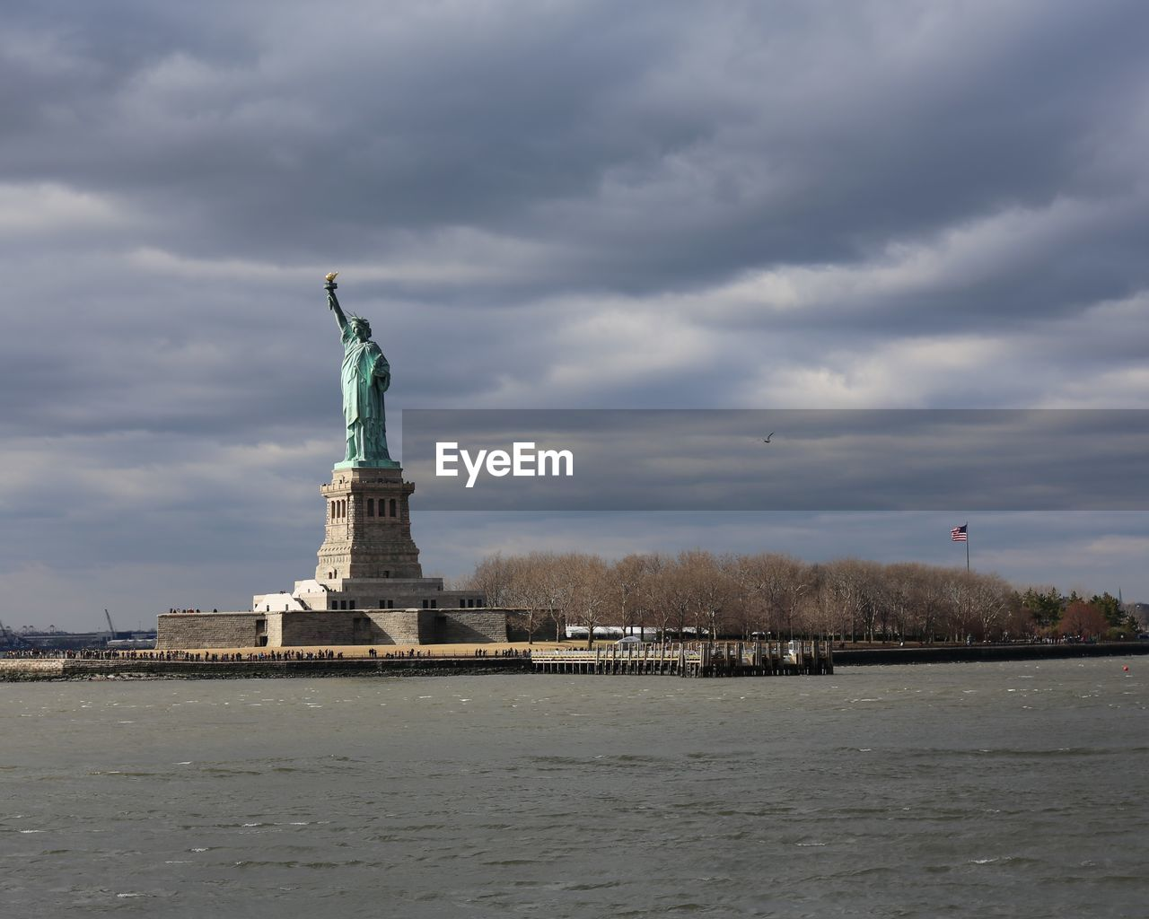 VIEW OF STATUE OF LIBERTY AGAINST SKY