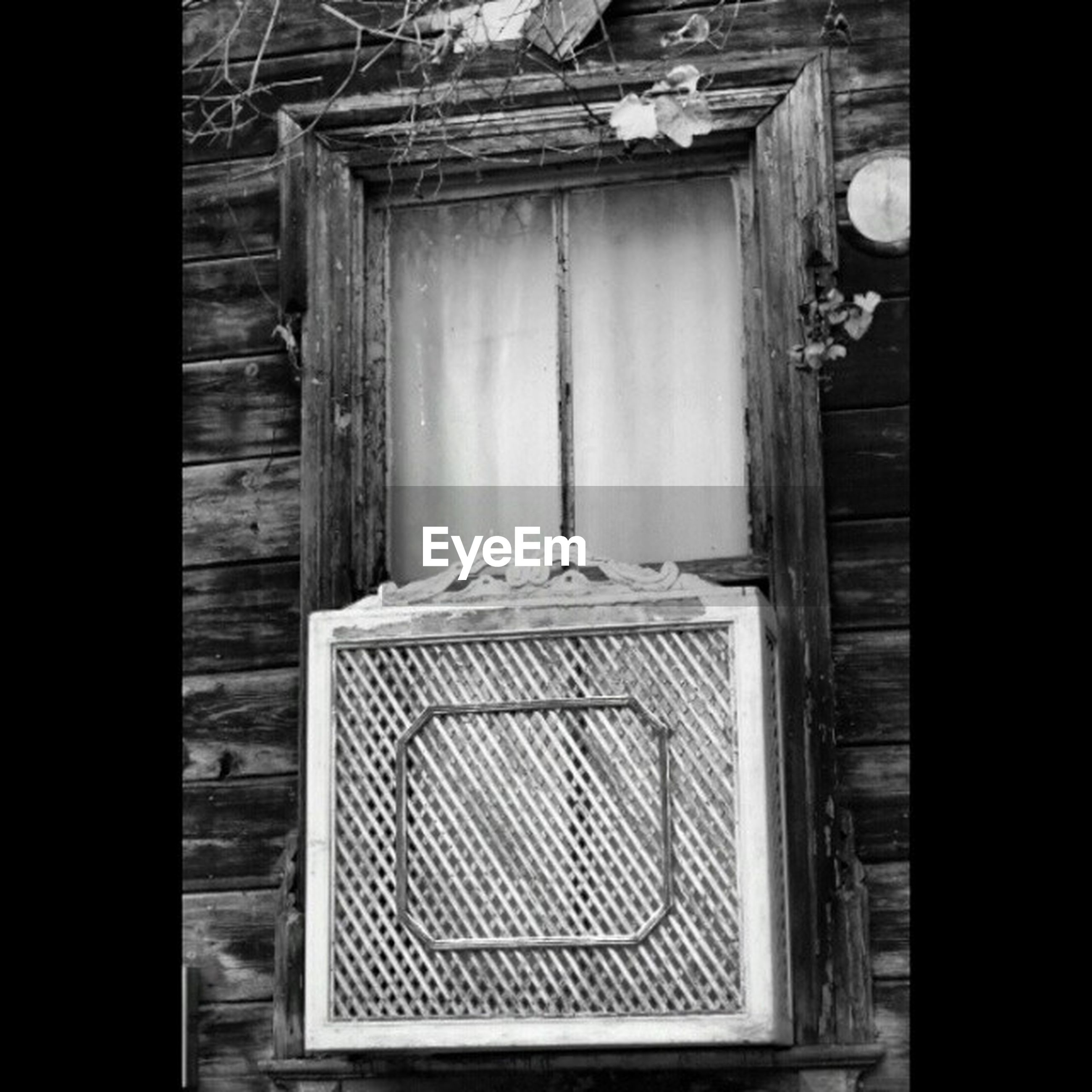 house, wood - material, door, abandoned, window, built structure, indoors, old, architecture, closed, obsolete, damaged, wooden, run-down, doorway, entrance, wood, weathered, day, deterioration