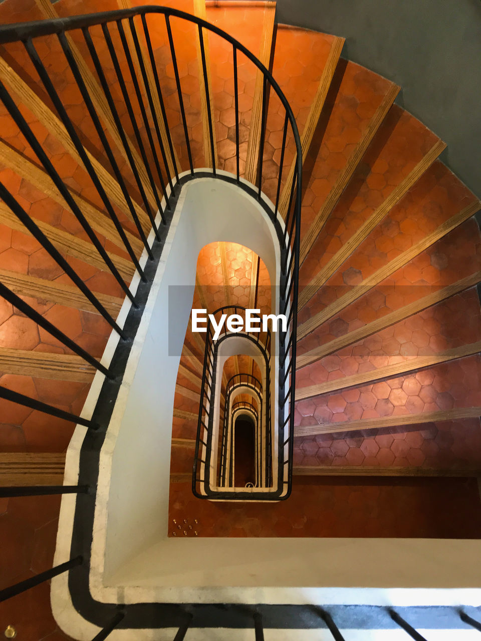 architecture, steps and staircases, staircase, spiral, built structure, spiral staircase, railing, indoors, pattern, no people, diminishing perspective, high angle view, design, building, directly above, day, repetition, brown, empty, ceiling