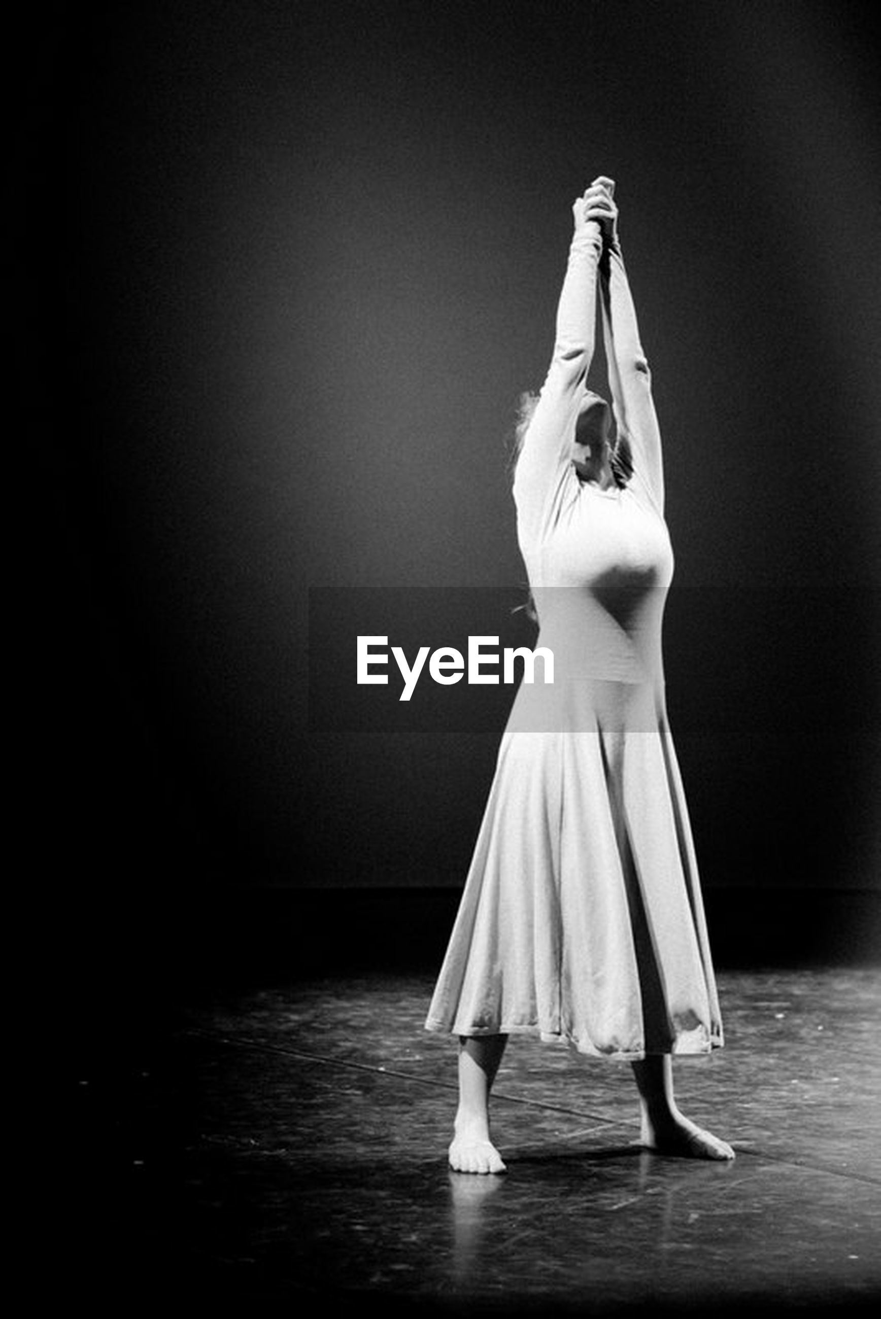 stage - performance space, dancing, full length, performance, indoors, one person, performing arts event, dancer, standing, studio shot, ballet dancer, young adult, one woman only, day, people