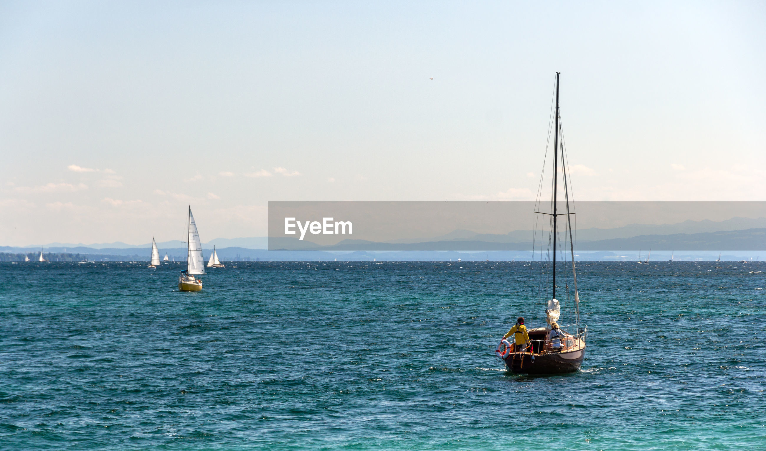 VIEW OF SAILBOAT SAILING ON SEA AGAINST SKY