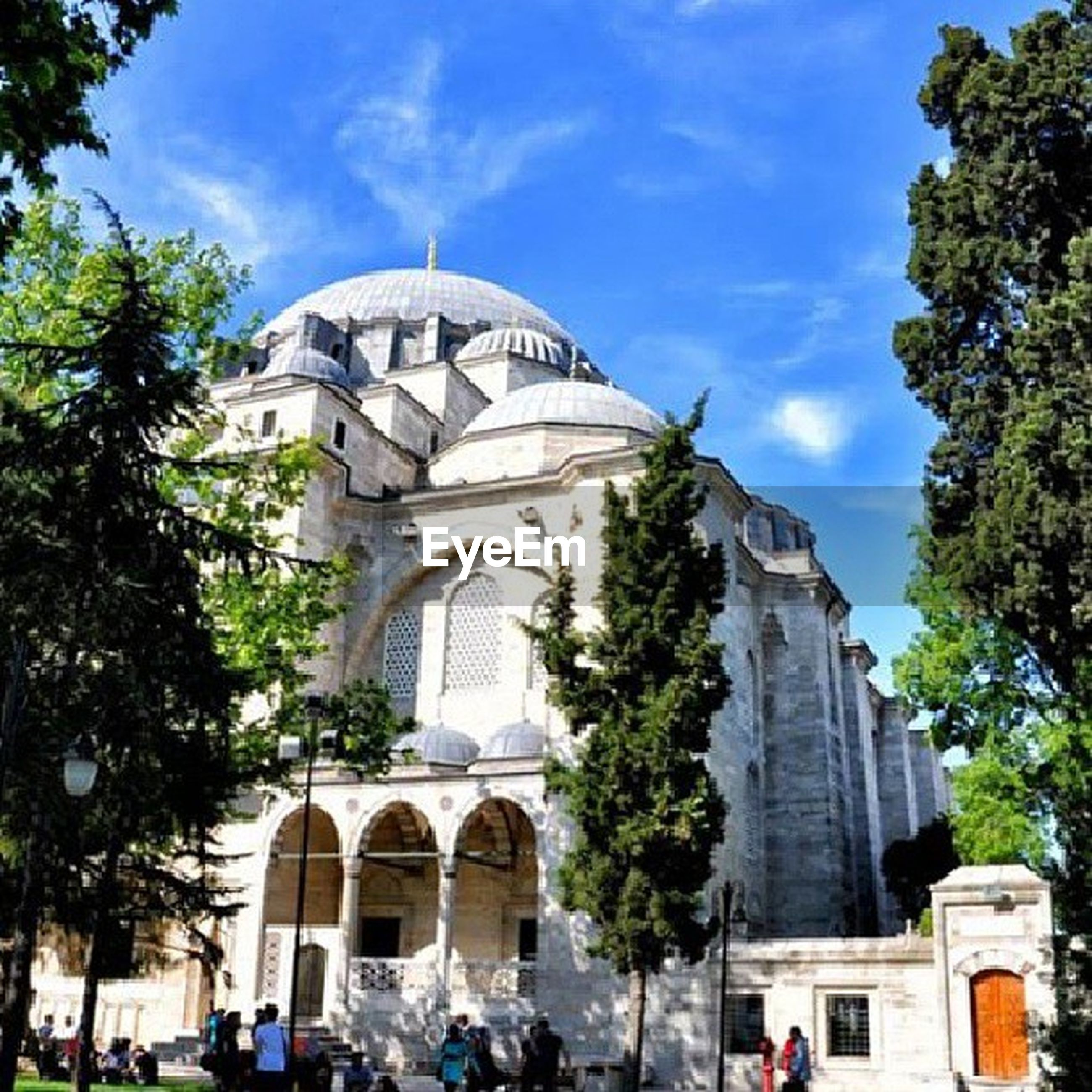 architecture, building exterior, built structure, tree, large group of people, sky, famous place, person, travel destinations, place of worship, religion, city, travel, tourism, men, tourist, spirituality, dome, facade