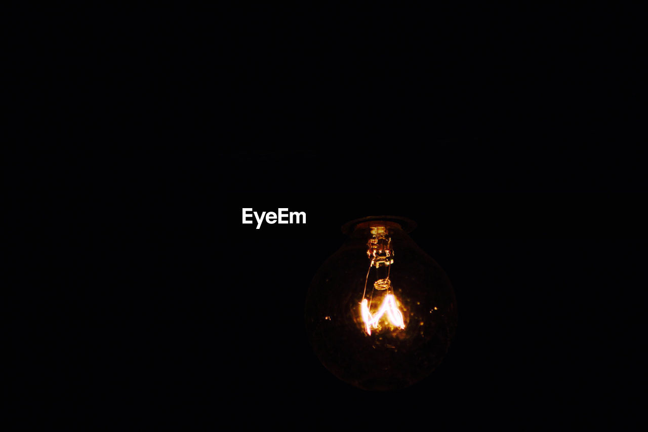 black background, copy space, electricity, studio shot, no people, close-up, illuminated, light bulb, indoors, filament