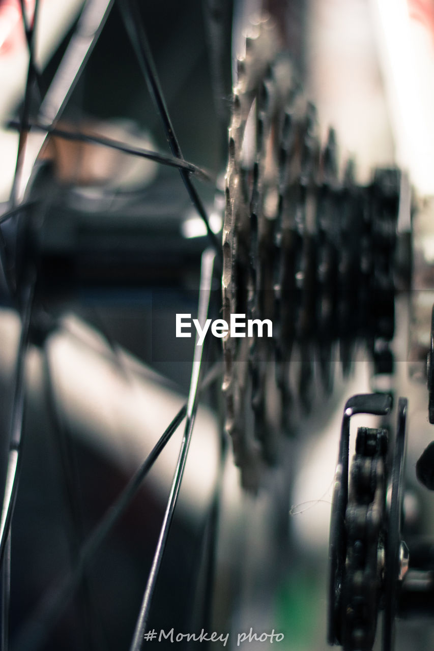 selective focus, close-up, focus on foreground, no people, metal, transportation, day, technology, mode of transportation, land vehicle, bicycle, pattern, gear, cable, outdoors, industry, equipment, spoke, connection, complexity, wheel, electrical component
