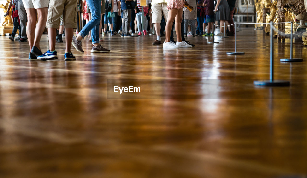 group of people, large group of people, low section, crowd, women, body part, human leg, human body part, adult, flooring, indoors, group, real people, reflection, limb, human limb, lifestyles, sport, human foot, waiting, teenager, surface level