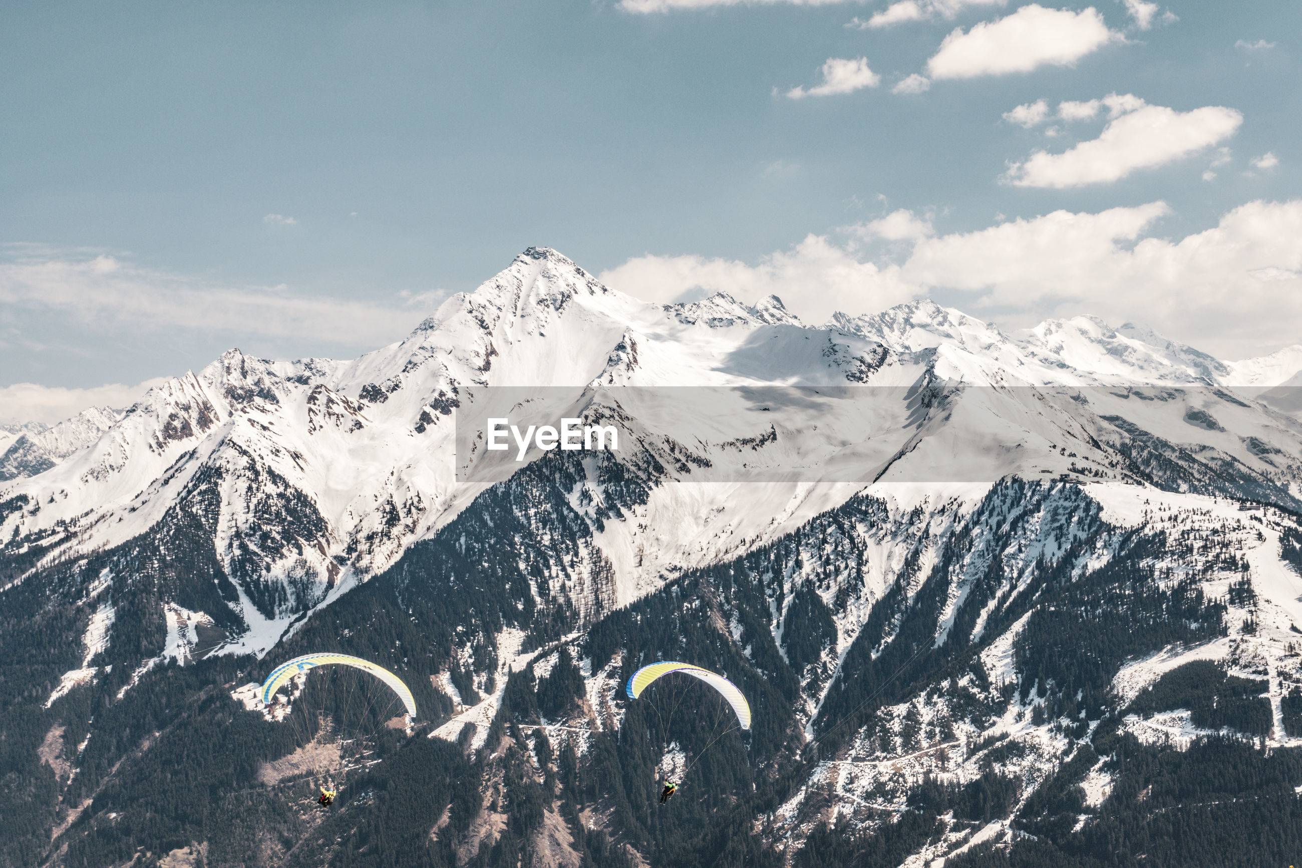 SCENIC VIEW OF SNOWCAPPED MOUNTAIN RANGE AGAINST SKY