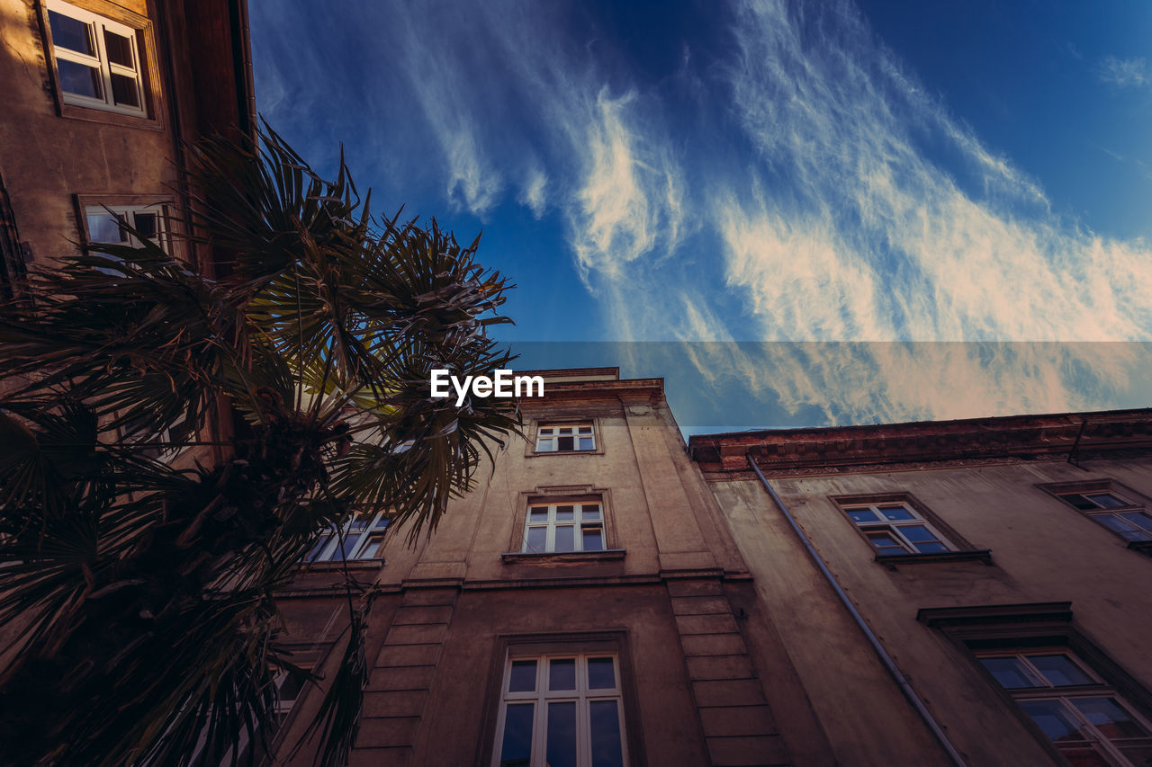 building exterior, built structure, architecture, cloud - sky, sky, building, low angle view, tree, window, nature, palm tree, tropical climate, no people, city, plant, residential district, day, outdoors, growth, house, apartment