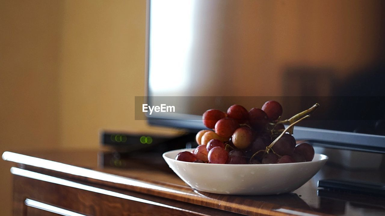 bowl, food, food and drink, fruit, focus on foreground, indoors, healthy eating, no people, freshness, still life, wellbeing, table, close-up, window, home interior, kitchen utensil, ready-to-eat, plate, day, eating utensil, tray