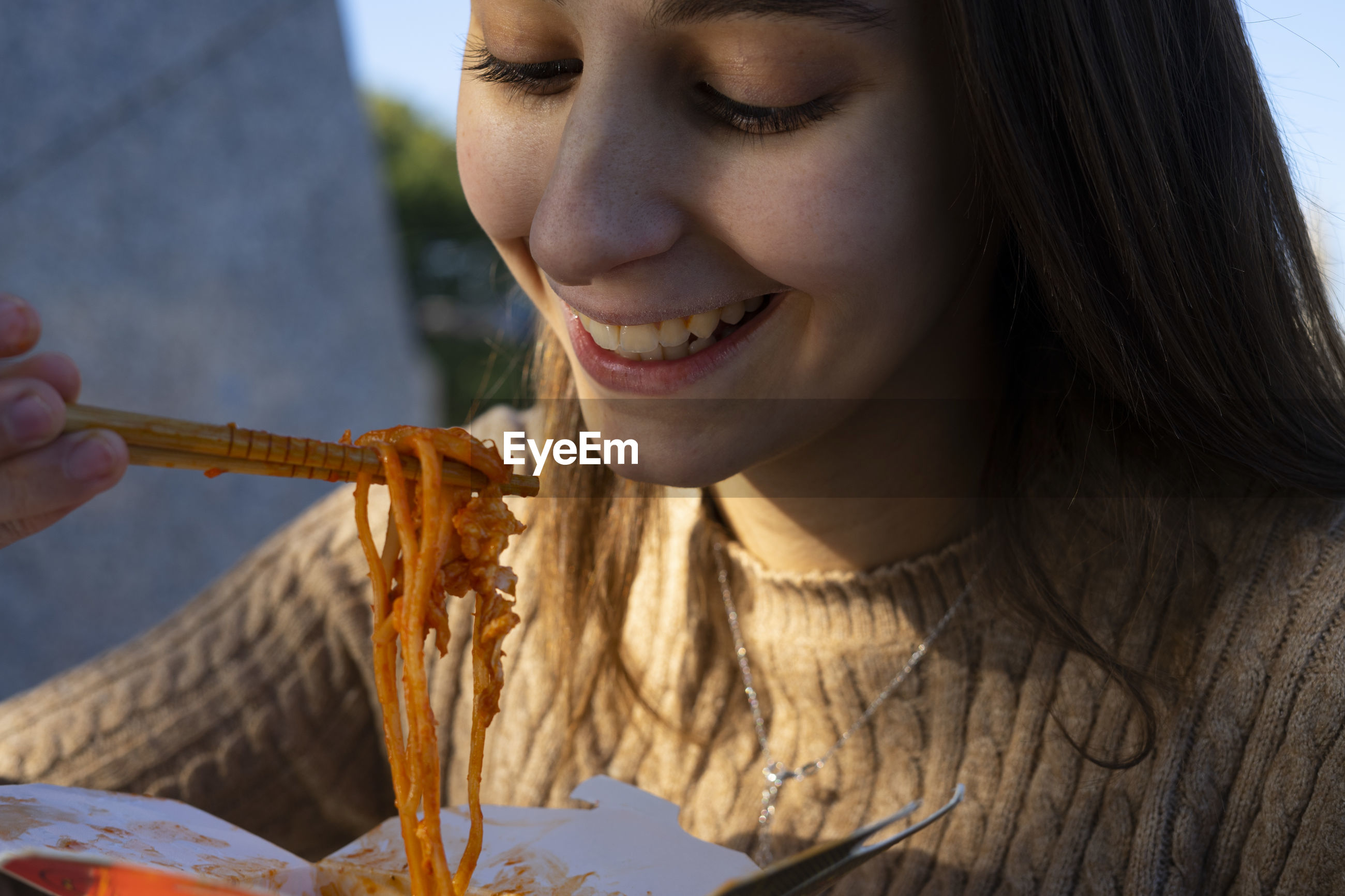 CLOSE-UP PORTRAIT OF YOUNG WOMAN EATING FOOD
