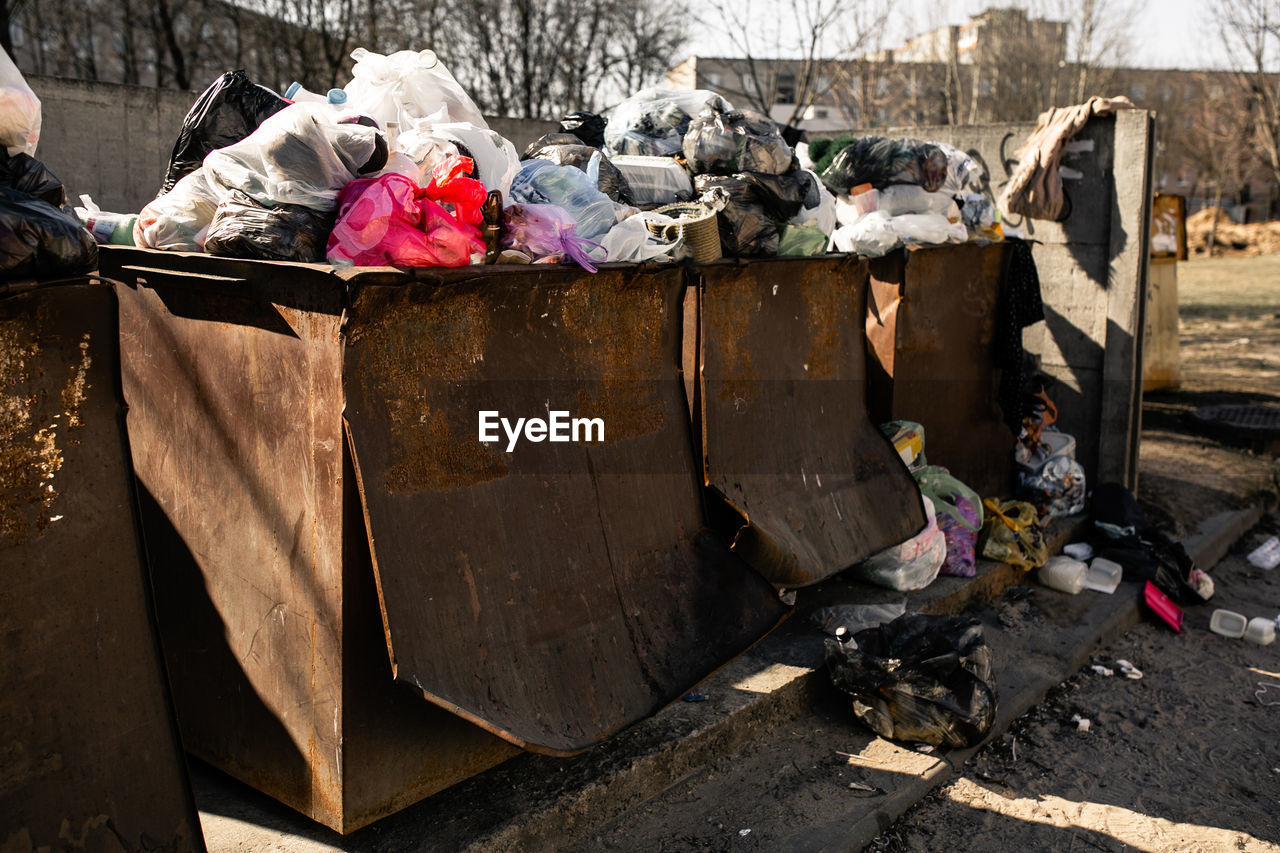 garbage, environmental issues, pollution, unhygienic, dirt, day, dirty, garbage dump, nature, messy, environment, social issues, people, plastic, architecture, outdoors