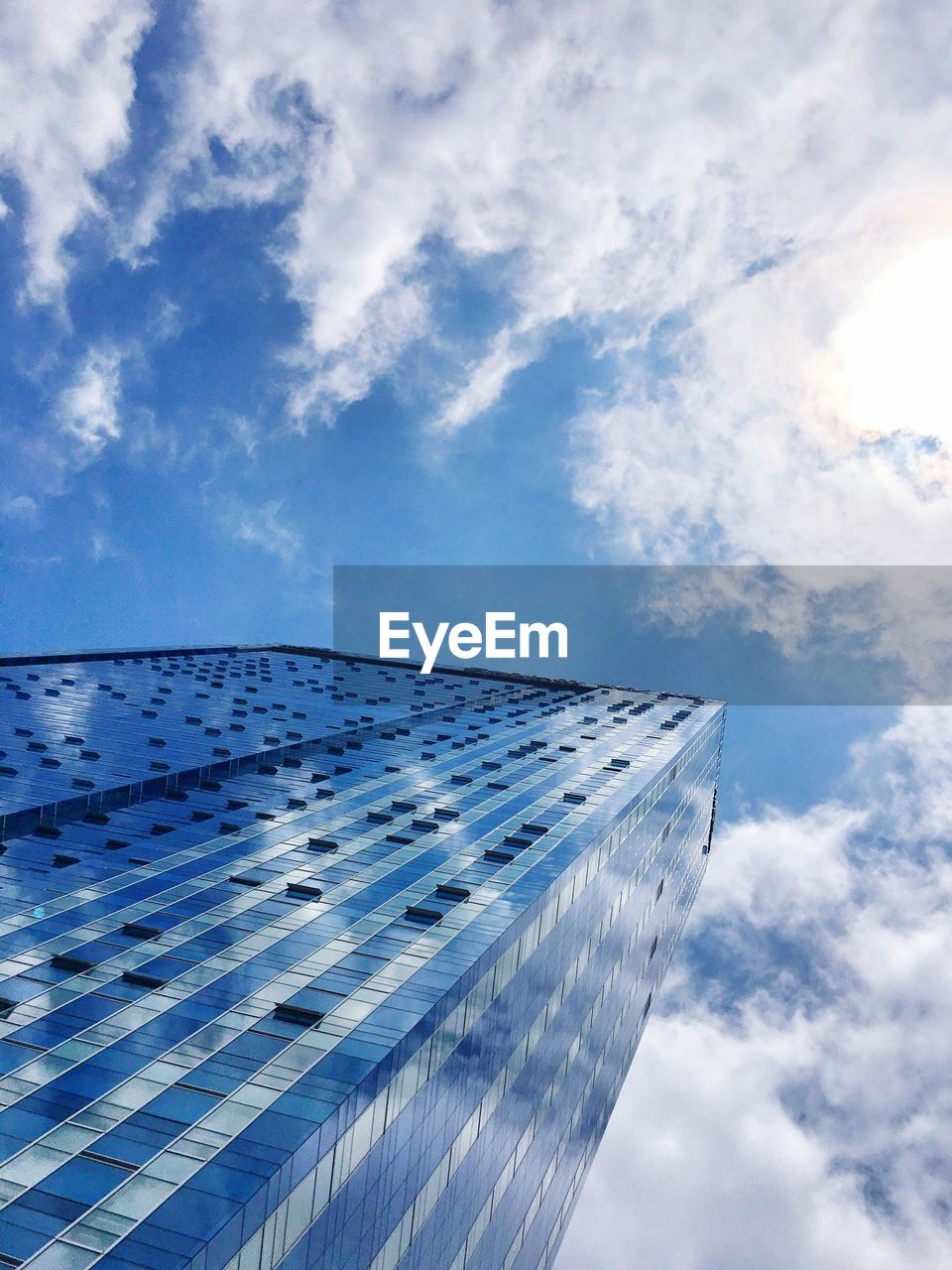 cloud - sky, sky, low angle view, architecture, built structure, building exterior, nature, day, building, modern, no people, blue, office building exterior, tall - high, office, city, outdoors, sunlight, pattern, skyscraper, directly below, financial district