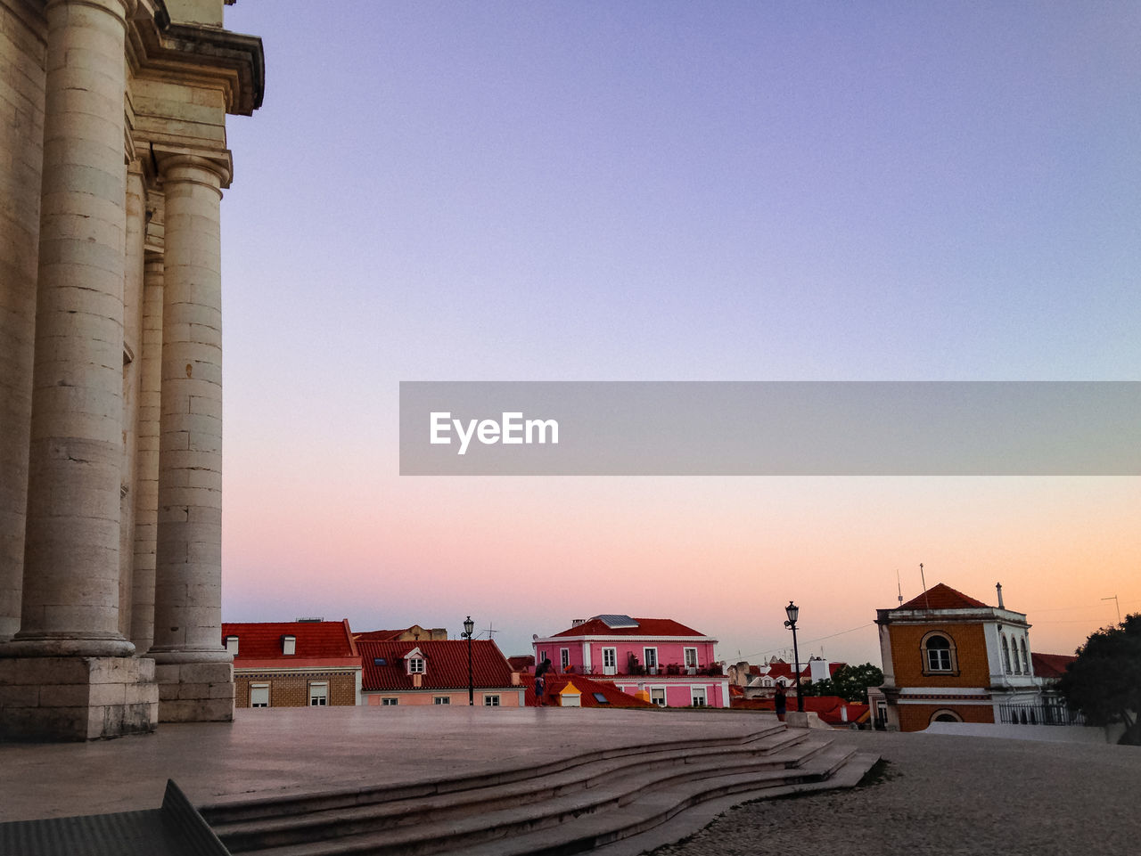 architecture, sky, built structure, building exterior, clear sky, copy space, nature, city, building, sunset, architectural column, travel destinations, direction, travel, transportation, history, no people, tourism, the past, street, outdoors