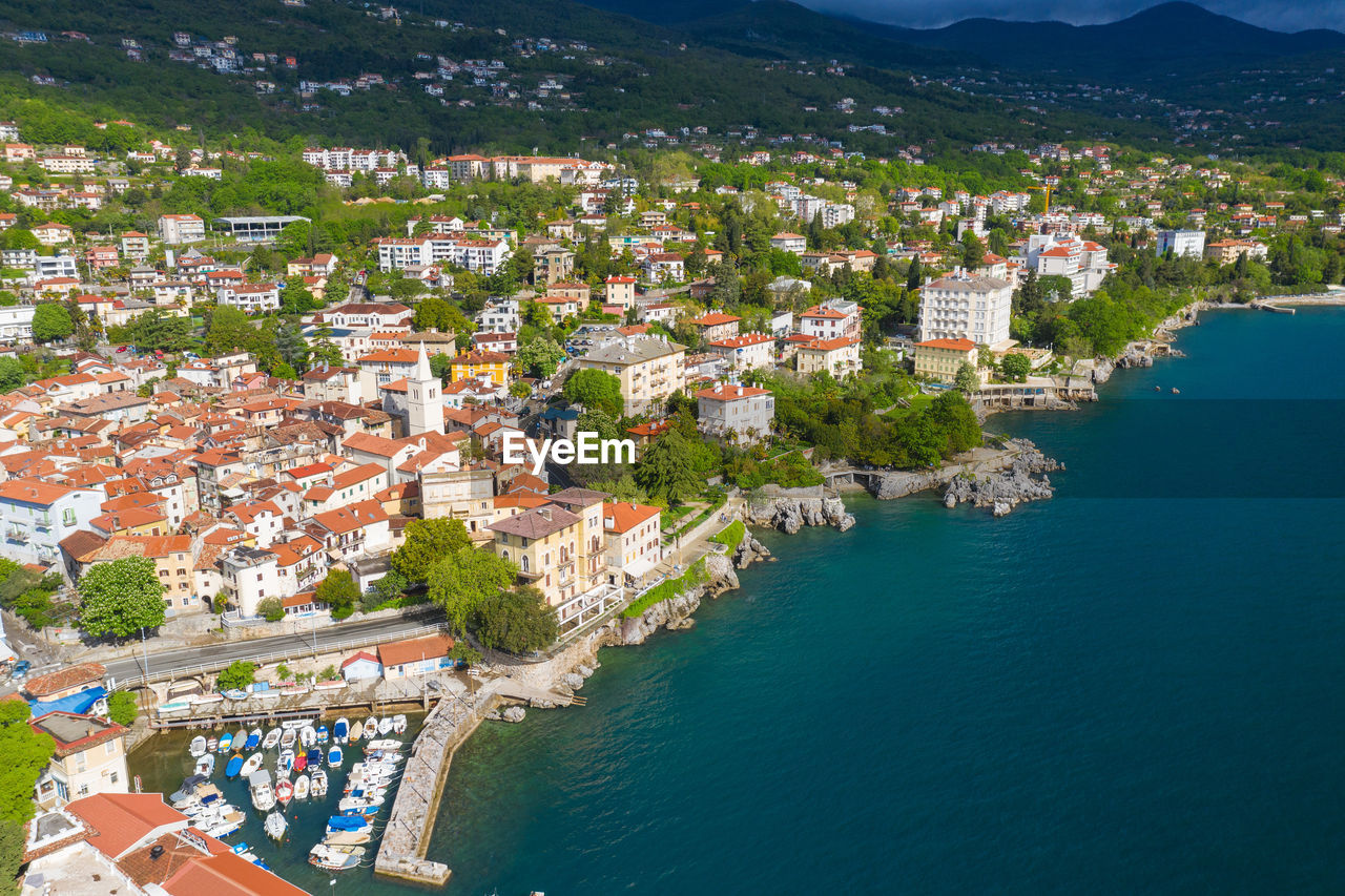 HIGH ANGLE VIEW OF TOWN BY SEA