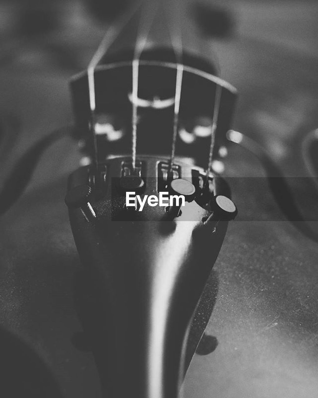 metal, close-up, no people, selective focus, musical instrument string, indoors, music, musical instrument, day