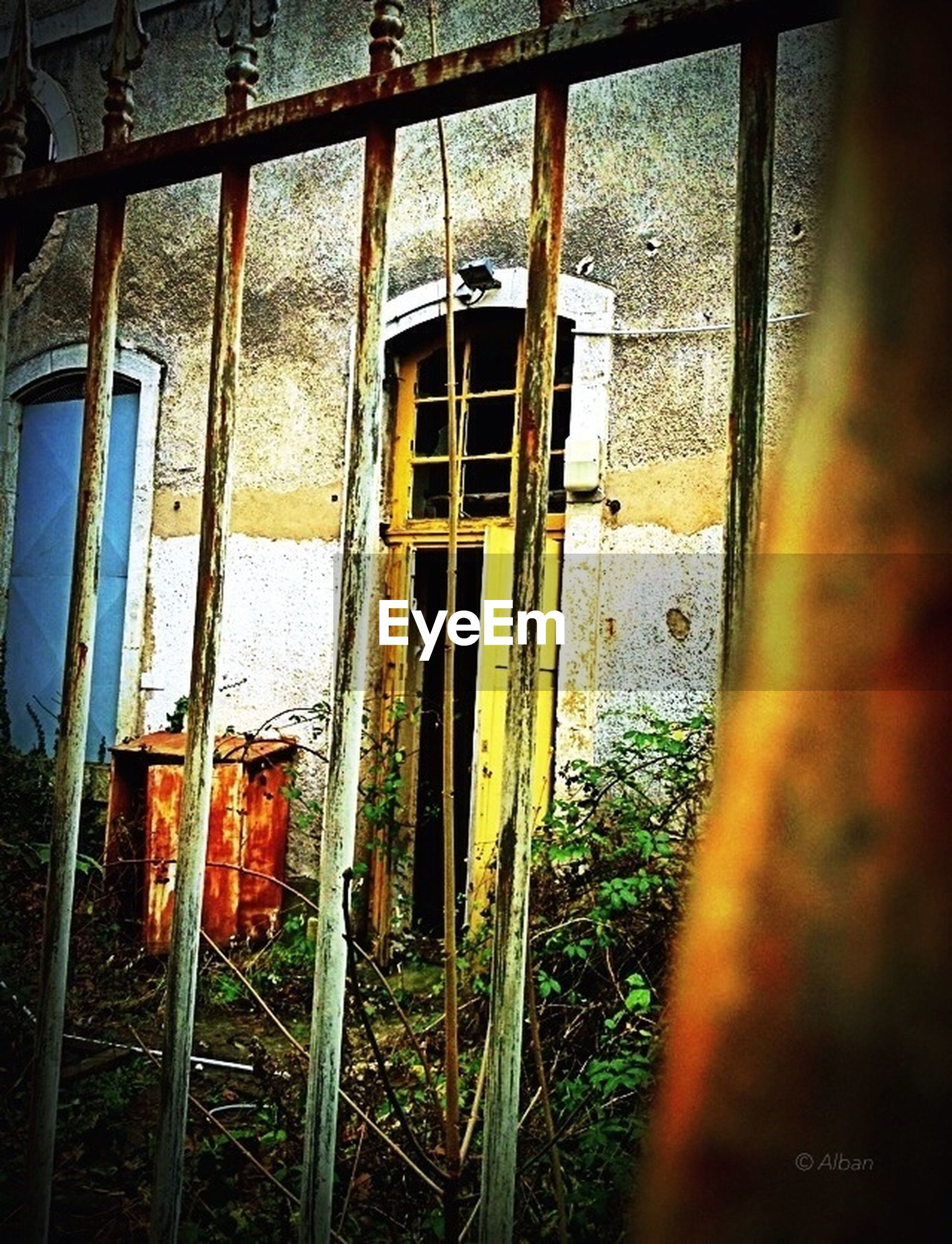 abandoned, obsolete, damaged, run-down, deterioration, built structure, old, architecture, window, building exterior, weathered, bad condition, rusty, house, metal, broken, day, no people, ruined, destruction