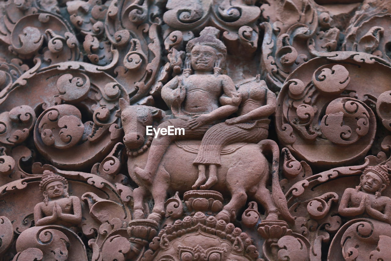 art and craft, representation, human representation, sculpture, creativity, male likeness, craft, statue, full frame, religion, architecture, belief, carving - craft product, spirituality, no people, backgrounds, built structure, female likeness, place of worship, carving, ornate, architecture and art