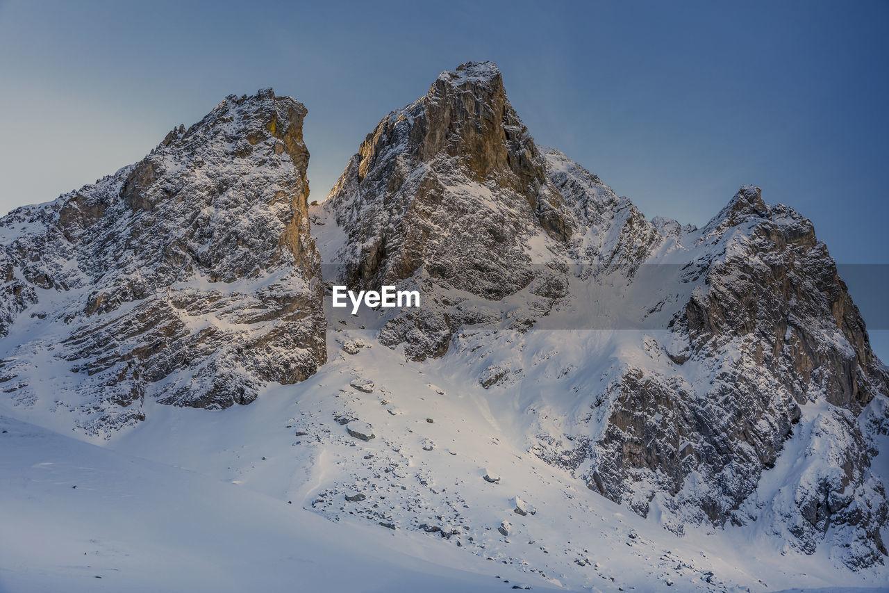 Face nord de l'aiguillette du lauzet, hautes alpes, france