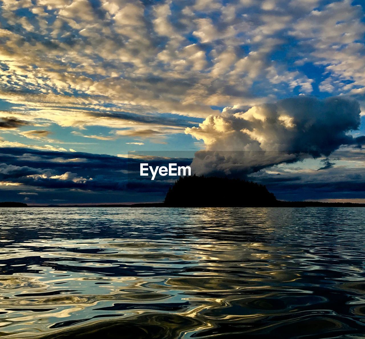 water, sky, sea, cloud - sky, beauty in nature, nature, scenics, waterfront, outdoors, tranquility, tranquil scene, no people, power in nature, horizon over water, day, sunset, wave, iceberg
