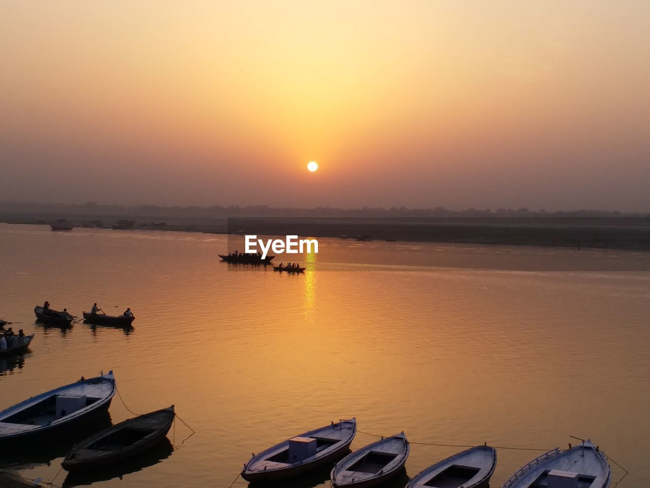 sunset, nature, water, nautical vessel, reflection, orange color, beauty in nature, sun, scenics, sky, mode of transport, tranquility, transportation, moored, no people, outdoors, tranquil scene, sunlight, silhouette, sea, horizon over water, day