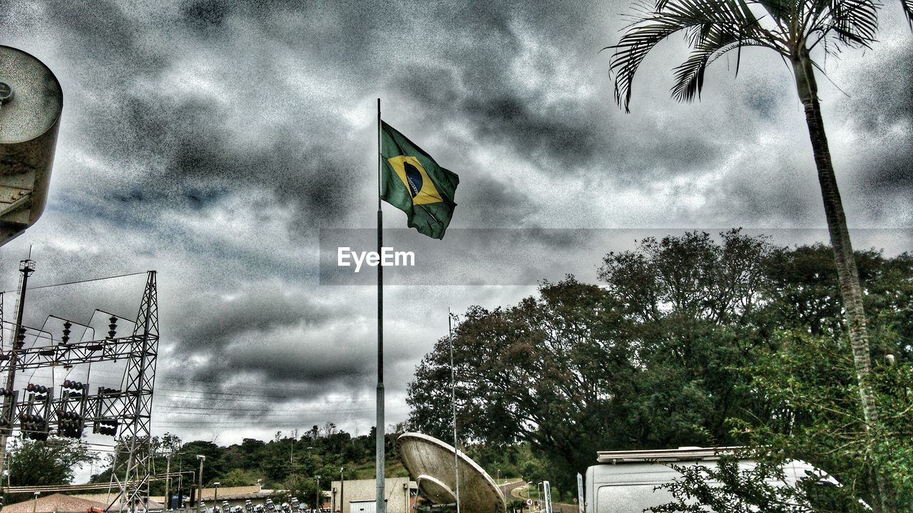 flag, tree, cloud - sky, patriotism, sky, palm tree, low angle view, day, pride, outdoors, no people