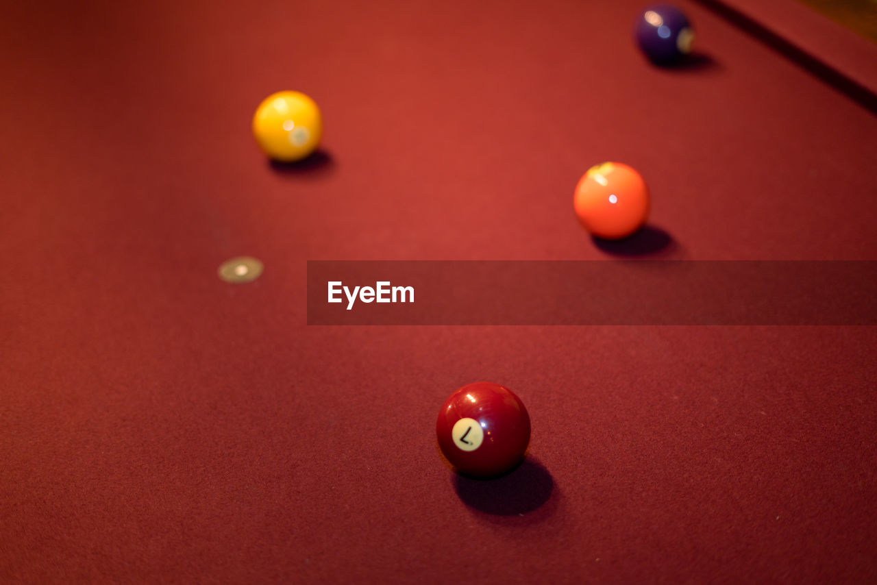 pool ball, pool table, pool - cue sport, pool cue, cue ball, indoors, snooker, sport, leisure games, ball, table, snooker ball, competition, snooker and pool, no people, leisure activity, pool hall, close-up