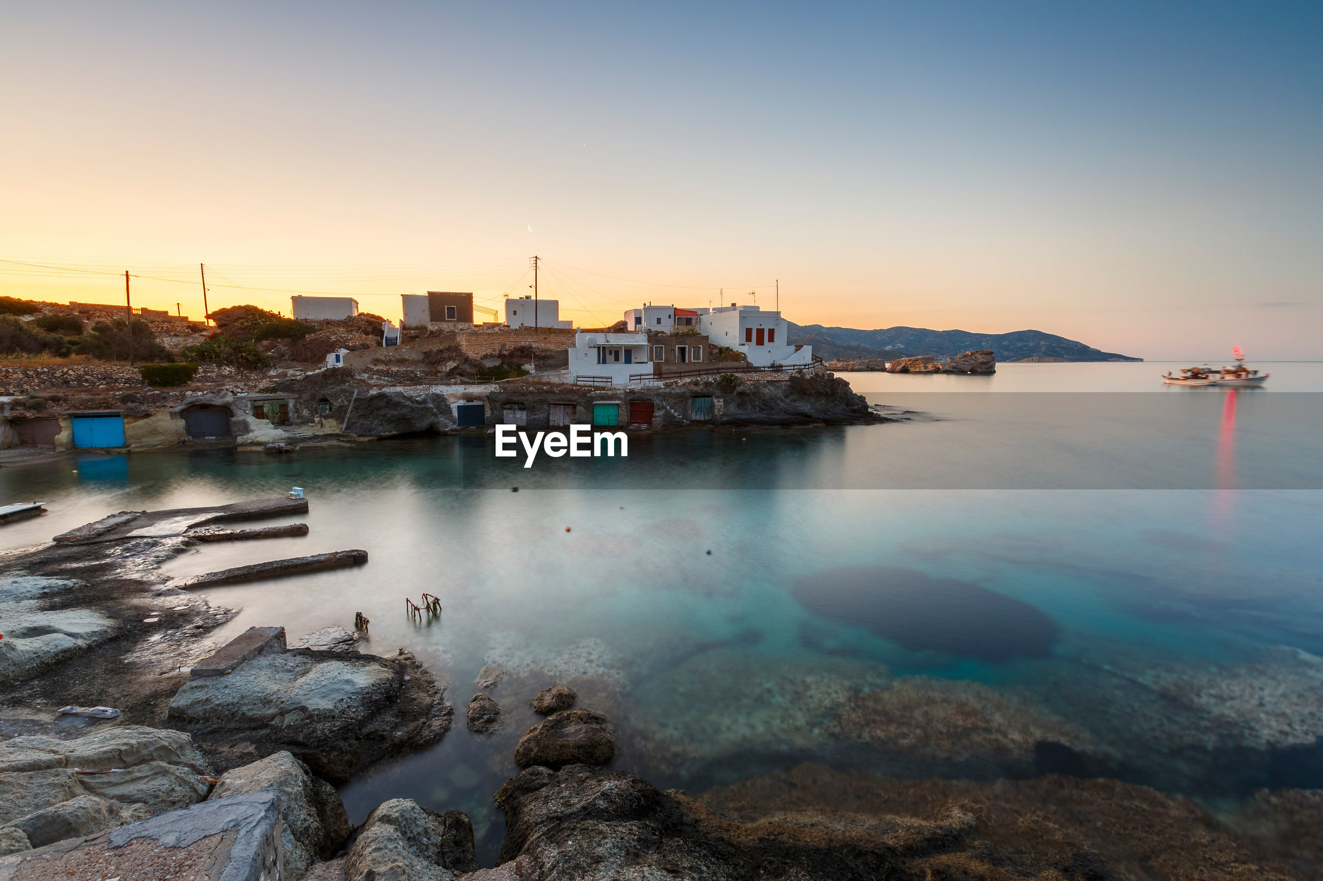 SCENIC VIEW OF SEA AND BUILDINGS AGAINST SKY