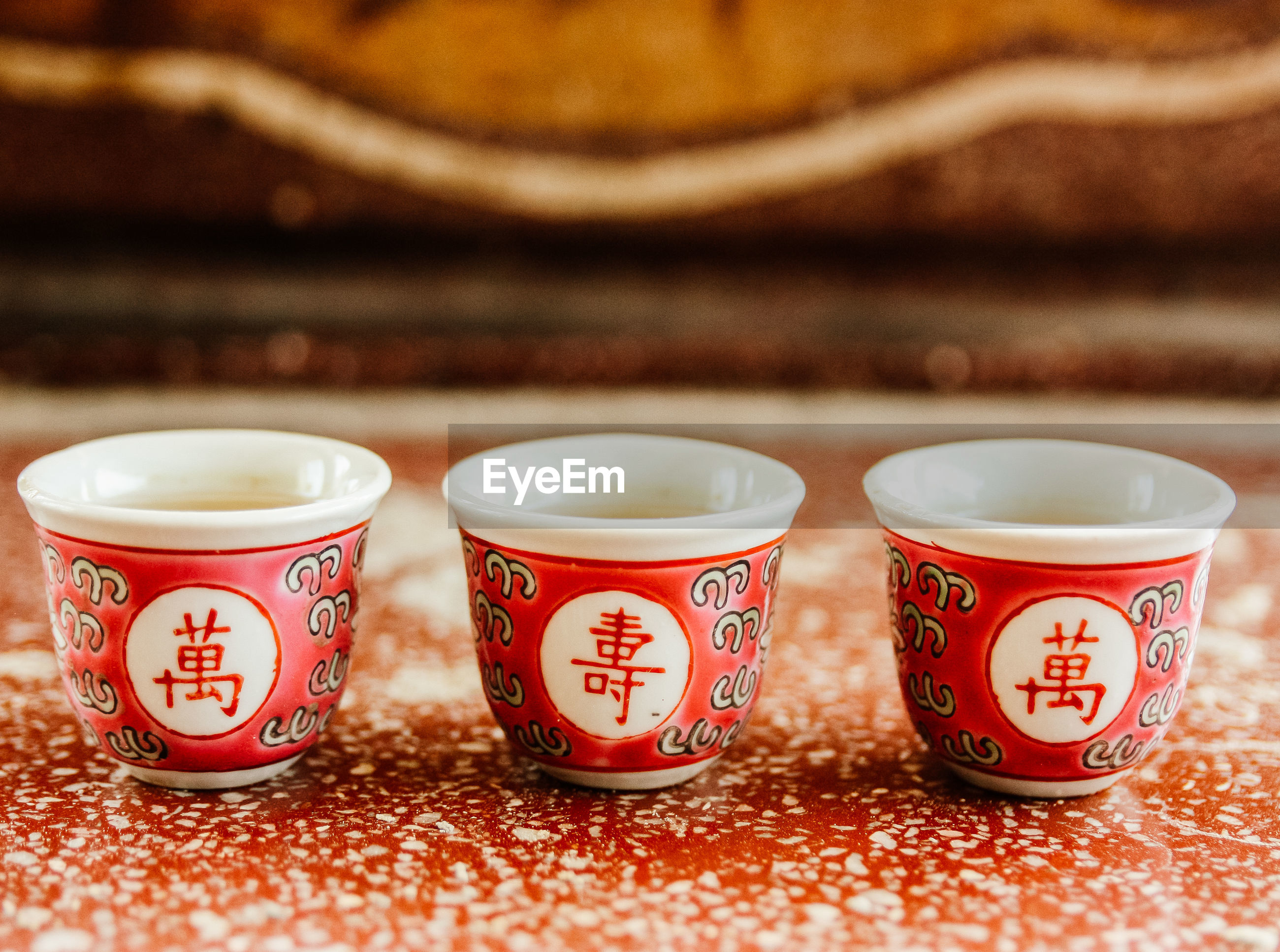 CLOSE-UP OF COFFEE CUP AND TEA ON TABLE