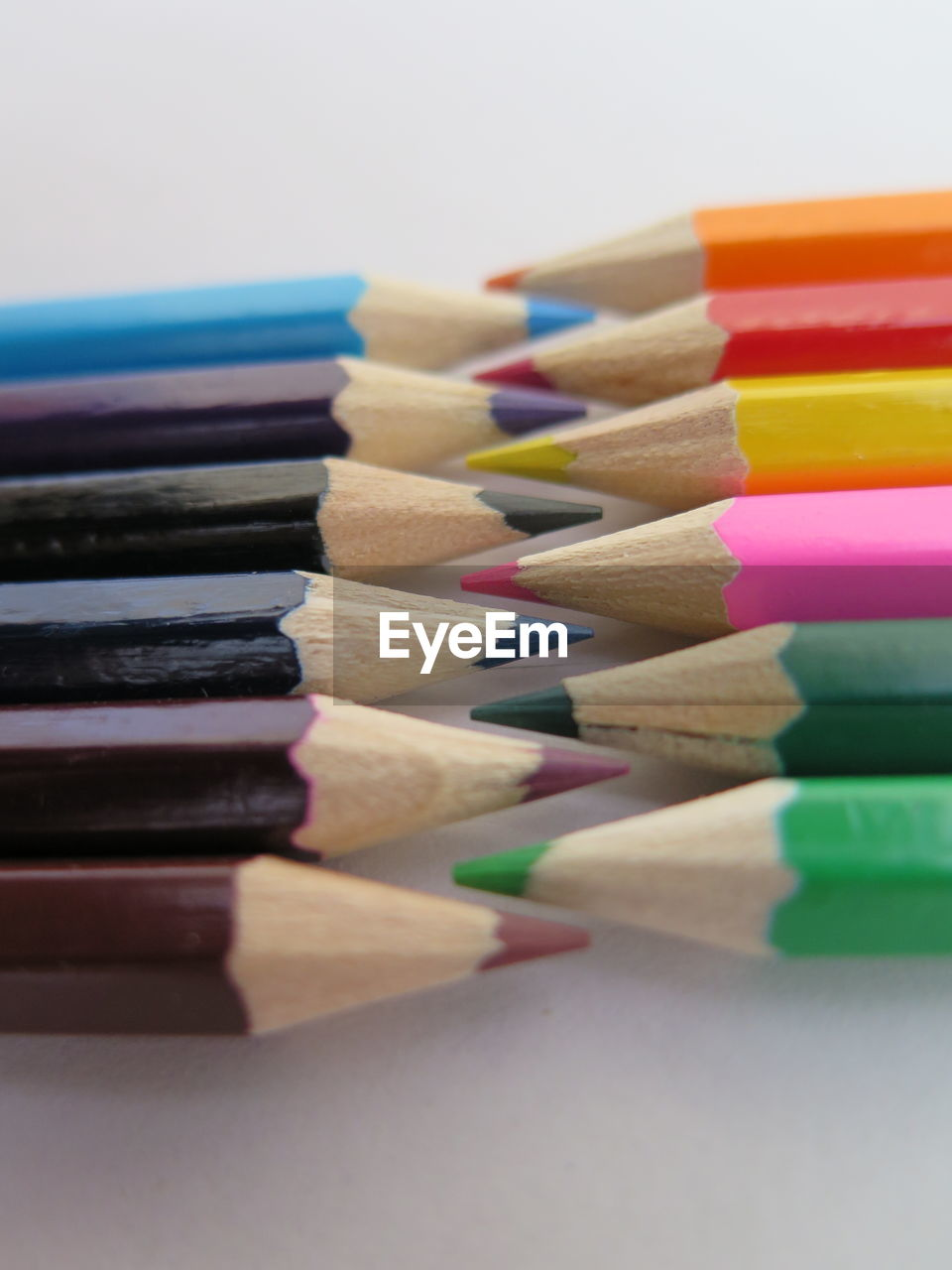 multi colored, choice, variation, still life, writing instrument, large group of objects, pencil, indoors, in a row, art and craft, colored pencil, close-up, arrangement, selective focus, no people, collection, table, creativity, studio shot, craft, order, art and craft equipment, variety