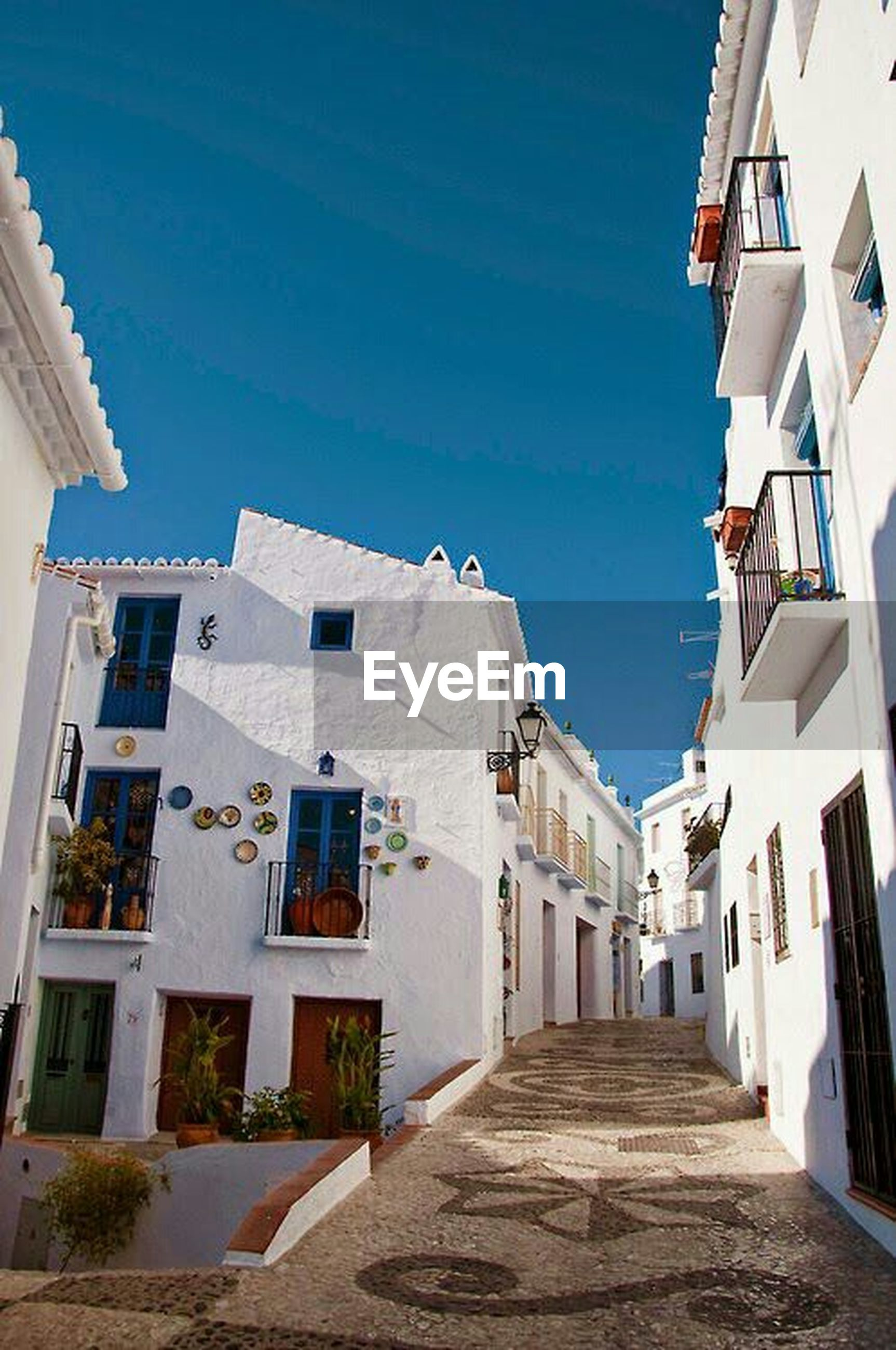 building exterior, architecture, built structure, residential structure, residential building, the way forward, house, blue, building, clear sky, town, sunlight, narrow, residential district, sky, alley, day, city, street, shadow