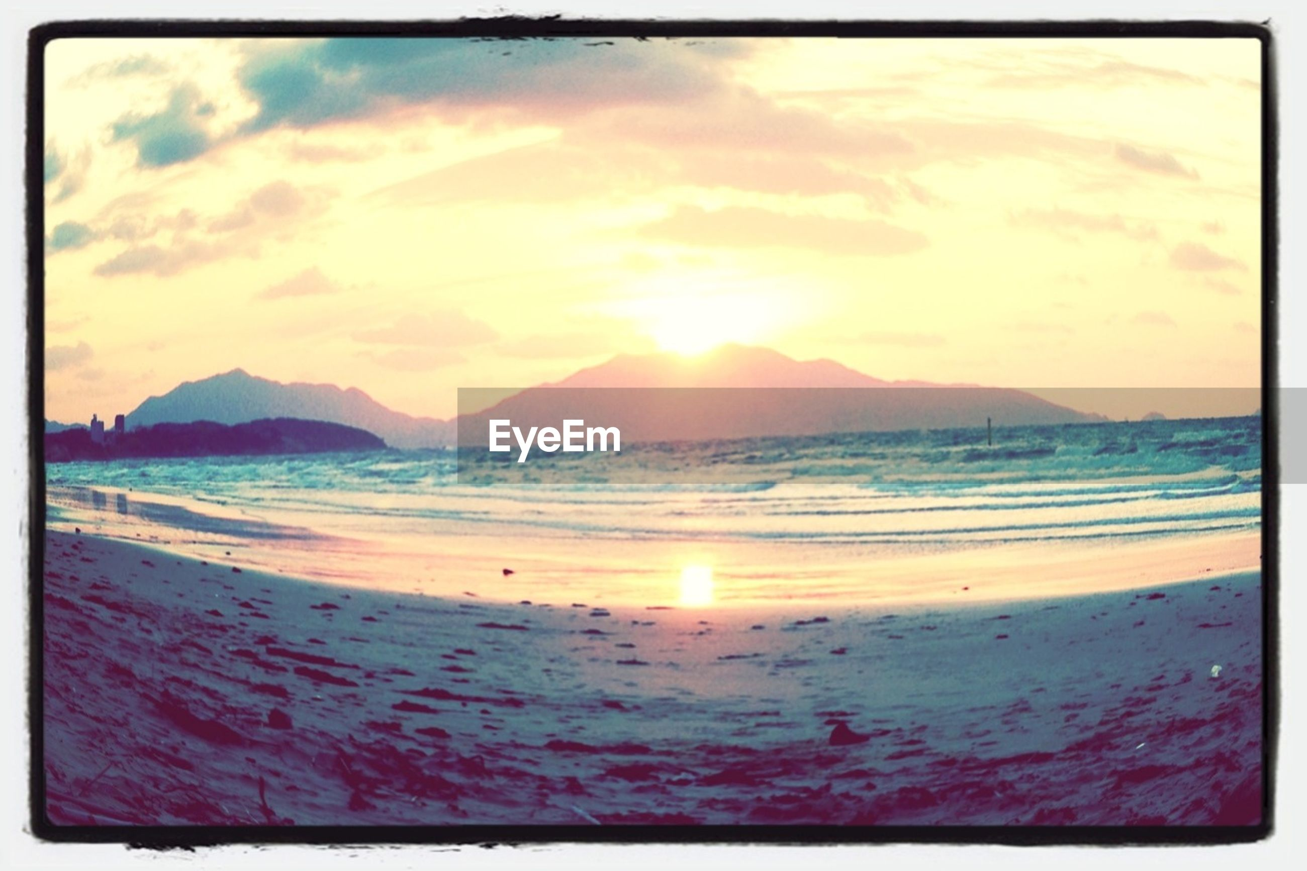 sea, beach, water, sunset, scenics, shore, sky, beauty in nature, tranquil scene, transfer print, sand, tranquility, sun, horizon over water, mountain, nature, cloud - sky, auto post production filter, idyllic, coastline