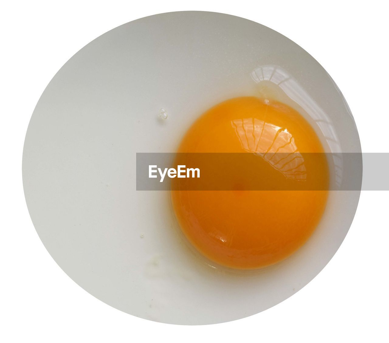 white background, food and drink, studio shot, food, healthy eating, cut out, freshness, egg, no people, close-up, plate, slice, egg yolk, indoors, day