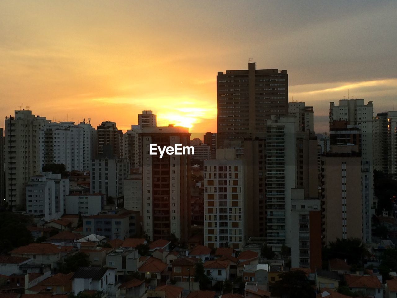 architecture, building exterior, sunset, built structure, skyscraper, cityscape, city, sky, modern, skyline, no people, tall, outdoors, day