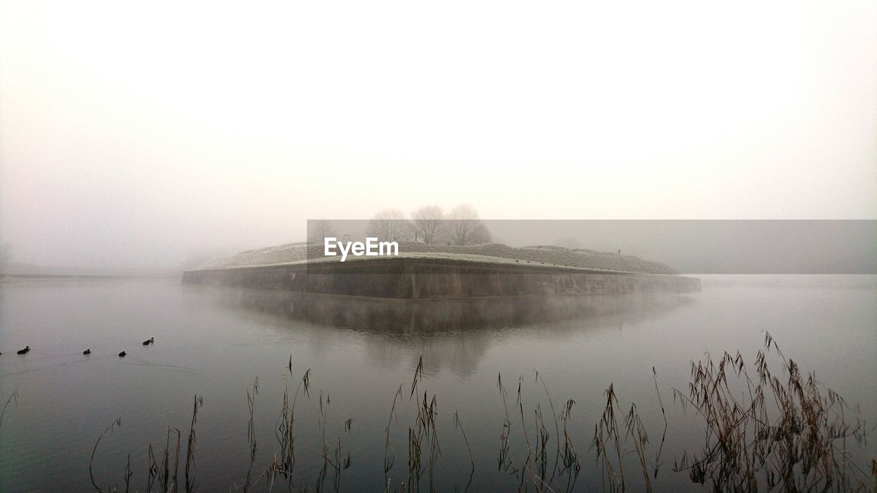 fog, water, foggy, nature, tranquil scene, copy space, tranquility, beauty in nature, reflection, scenics, no people, outdoors, lake, mist, winter, day, cold temperature, sky