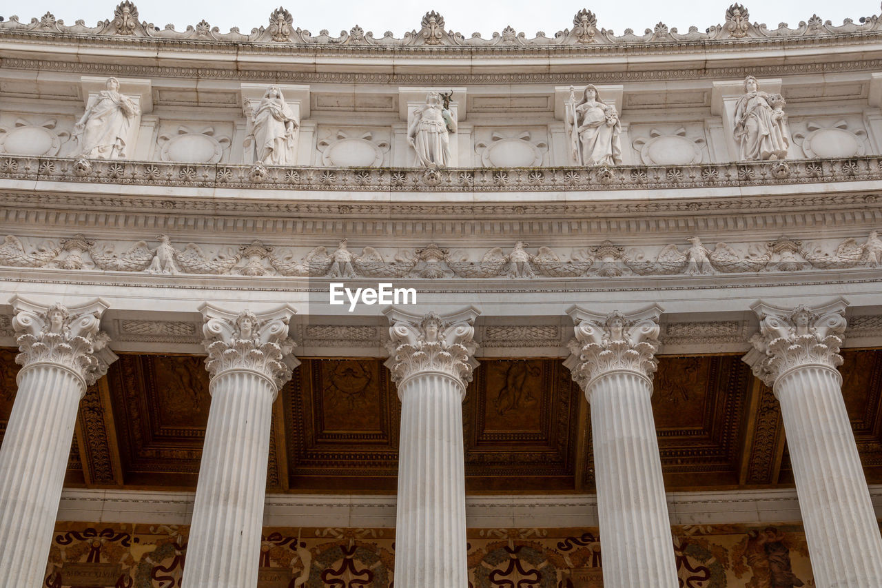 architecture, built structure, architectural column, building exterior, travel destinations, low angle view, the past, history, no people, government, tourism, travel, city, craft, carving - craft product, nature, neo-classical, art and craft, ornate, courthouse, carving, architecture and art