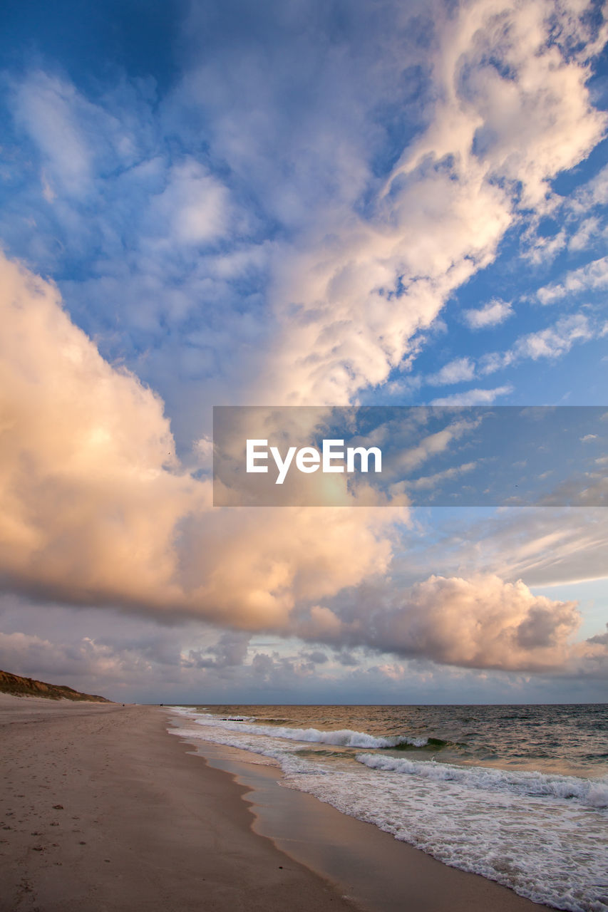 cloud - sky, sea, water, sky, beach, land, scenics - nature, beauty in nature, horizon over water, horizon, nature, tranquility, wave, motion, sand, tranquil scene, no people, outdoors
