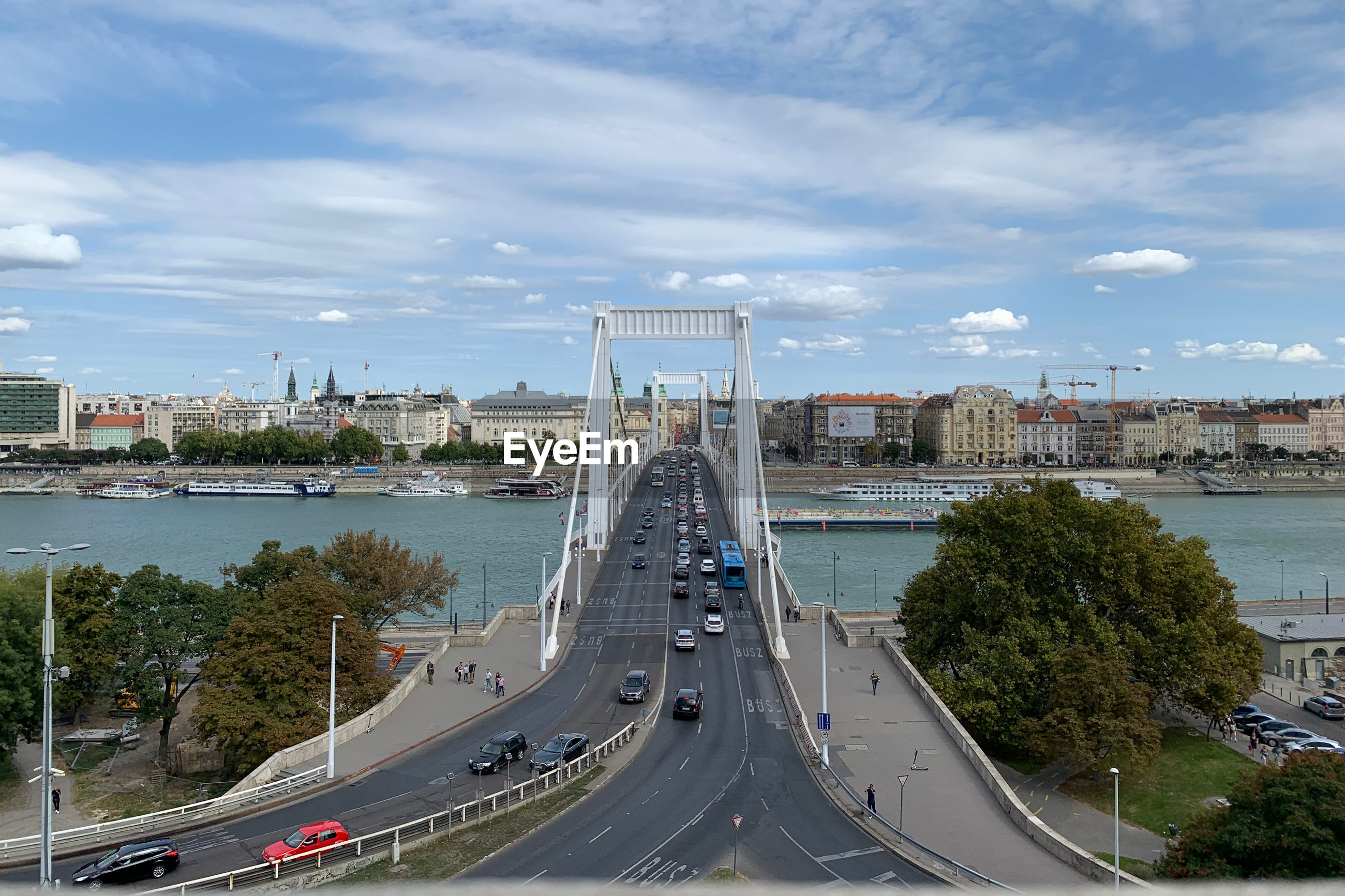 HIGH ANGLE VIEW OF BRIDGE IN CITY AGAINST SKY