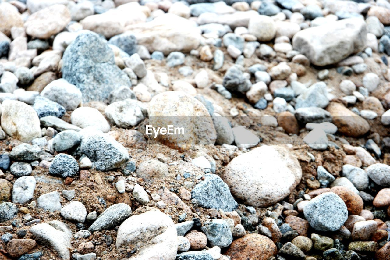 pebble, beach, pebble beach, shore, stone - object, nature, rock - object, full frame, backgrounds, close-up, outdoors, no people, day, sand, textured, beauty in nature