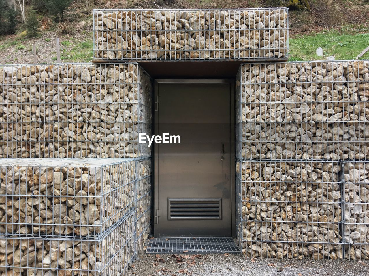 stone wall, stone material, built structure, outdoors, day, no people, architecture, building exterior
