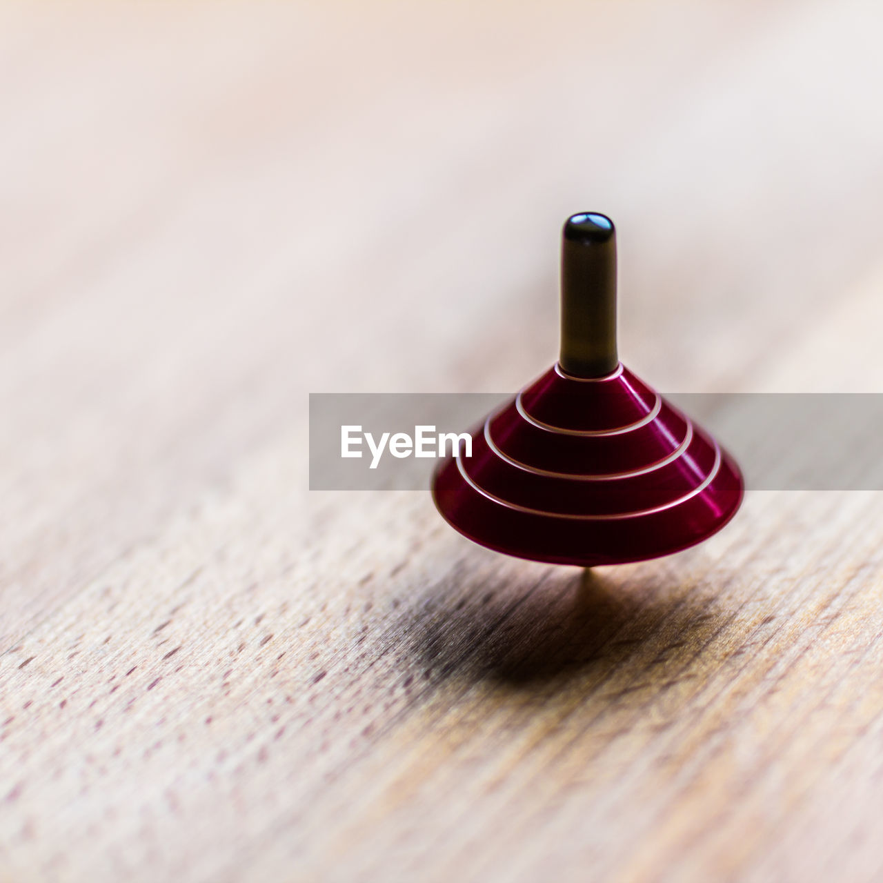wood - material, close-up, table, selective focus, still life, no people, indoors, single object, brown, high angle view, day, relaxation, pattern, studio shot, shape, focus on foreground, textured, in a row, black color, red, wood grain