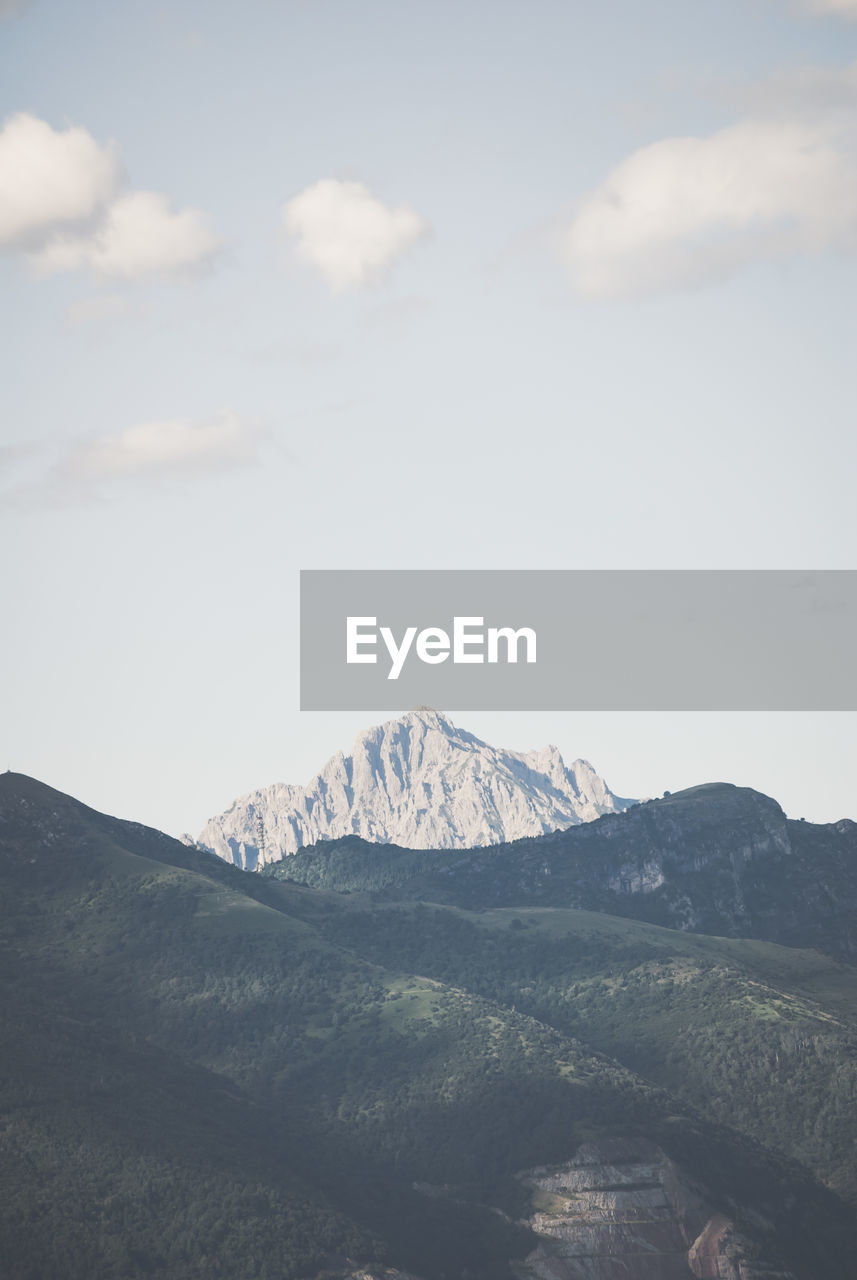 mountain, nature, sky, mountain range, beauty in nature, scenics, tranquility, no people, landscape, day, outdoors