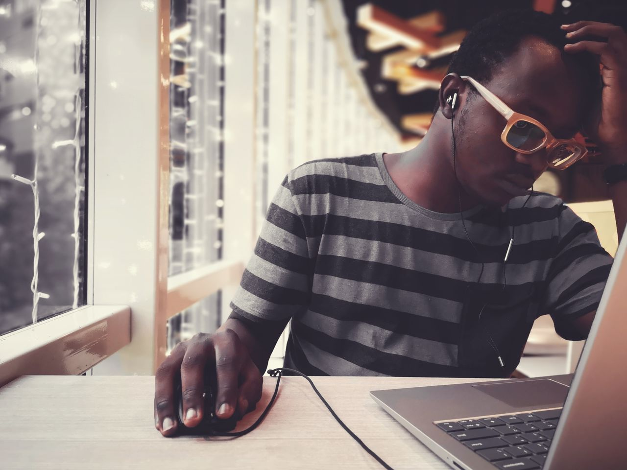 one person, computer, wireless technology, laptop, real people, technology, using laptop, communication, table, young men, young adult, connection, business, men, glasses, lifestyles, casual clothing, waist up, leisure activity, surfing the net