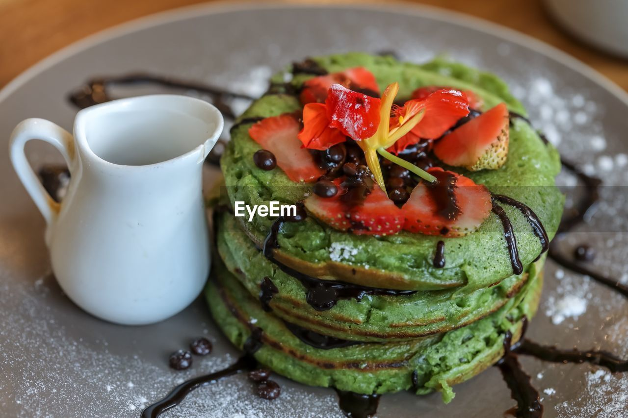 food and drink, food, vegetable, healthy eating, freshness, ready-to-eat, close-up, tomato, table, wellbeing, still life, no people, plate, indoors, fruit, focus on foreground, high angle view, serving size, indulgence, green color, temptation, crockery, garnish, breakfast