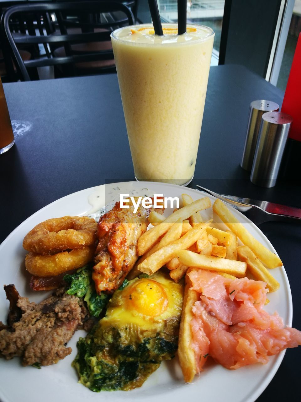 food and drink, drink, plate, food, table, drinking glass, french fries, prepared potato, ready-to-eat, indoors, serving size, refreshment, freshness, no people, meat, meal, close-up, healthy eating, fast food, day